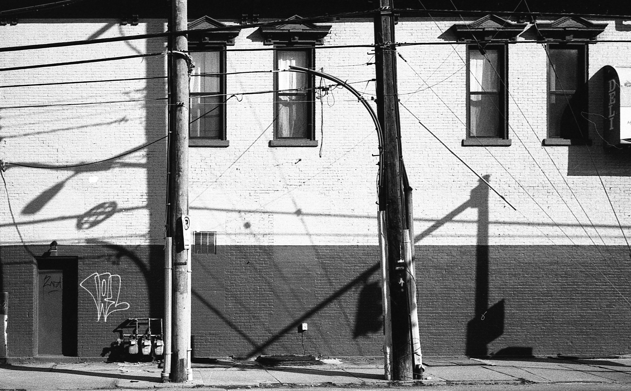 In the shadows of giants - Oakland (Fifth &Neville)   Tri-X 400 @ 1600