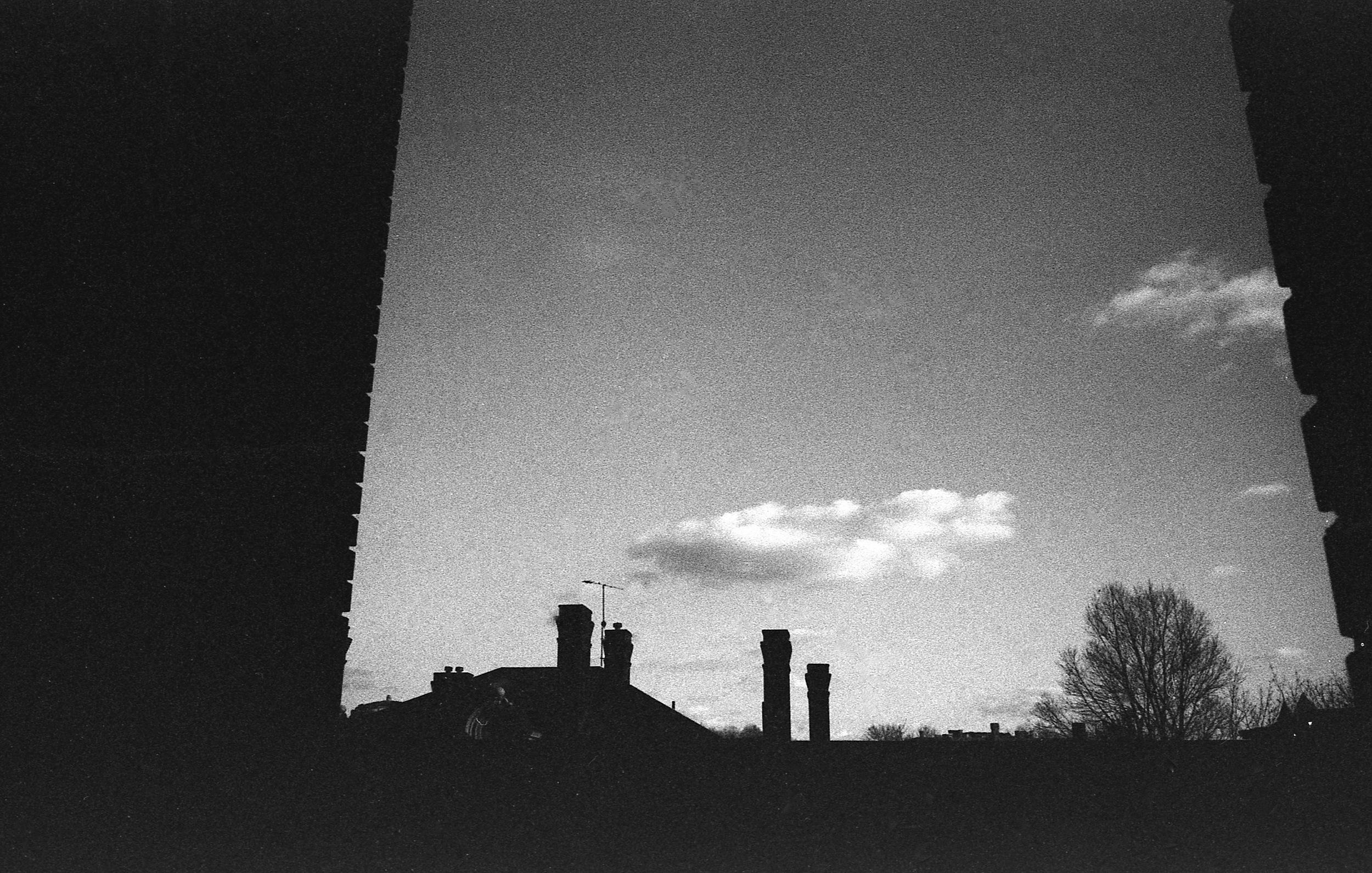 Bricks and clouds - Oakland (CatMan) | Tri-X 400 @ 1600