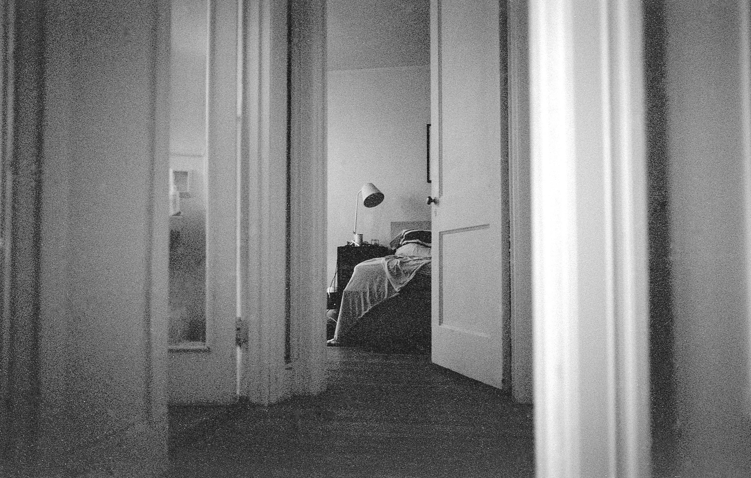 Home alone - Oakland (CatMan)   Tri-X 400 @ 1600