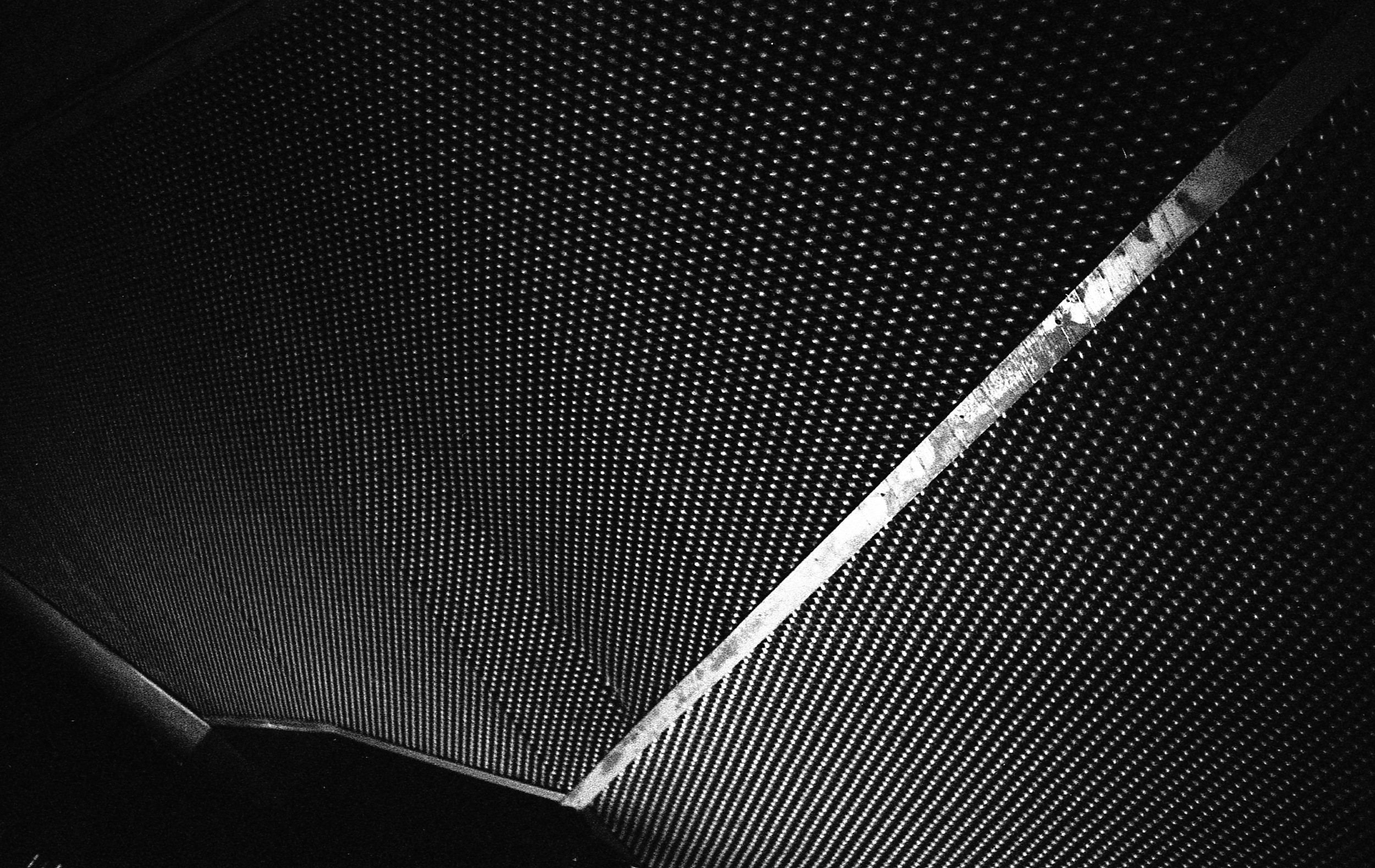 Dots / A modernist sky - Hunt Library (Front porch) | HP5+ @ 800