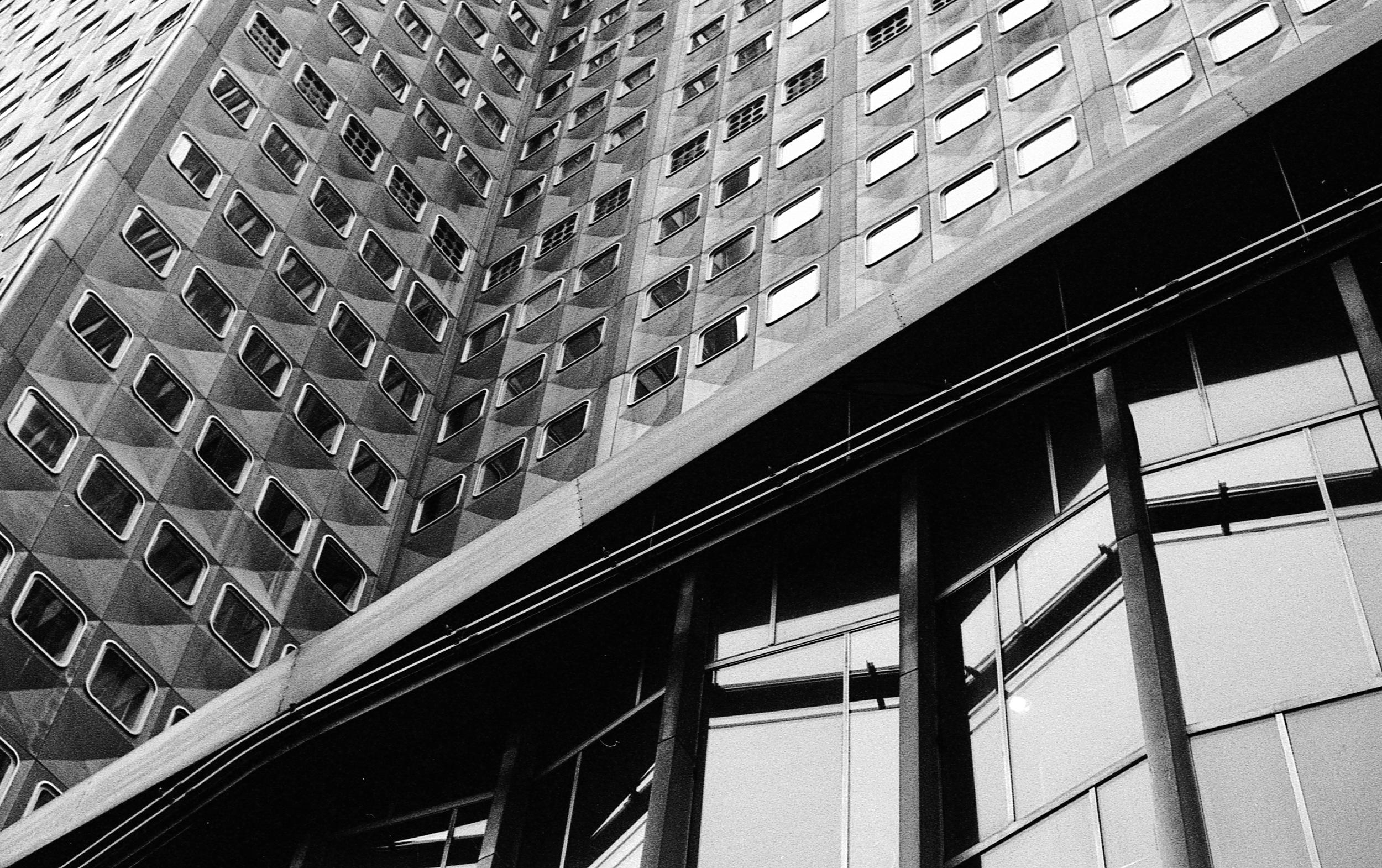 A lobby emerges - Pittsburgh (Alcoa Building) | Tri-X 400 @ 1600