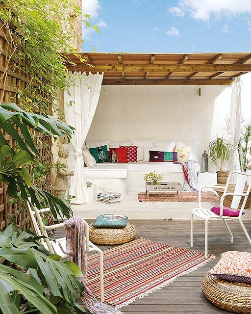 Adding a splash of colour creates a beautifully relax entertaining area - Think floor cushions, outdoor rugs, cushions and lighting.