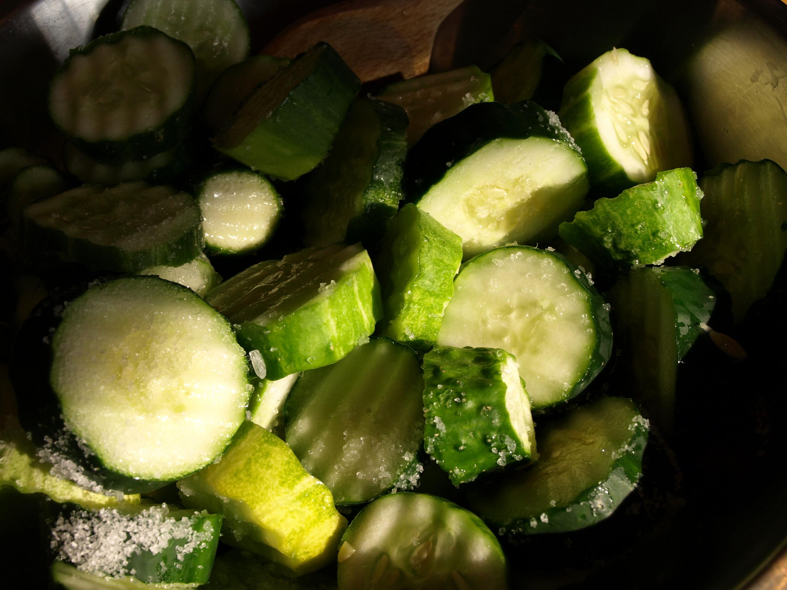 Look at those crinkle cut cucumbers...