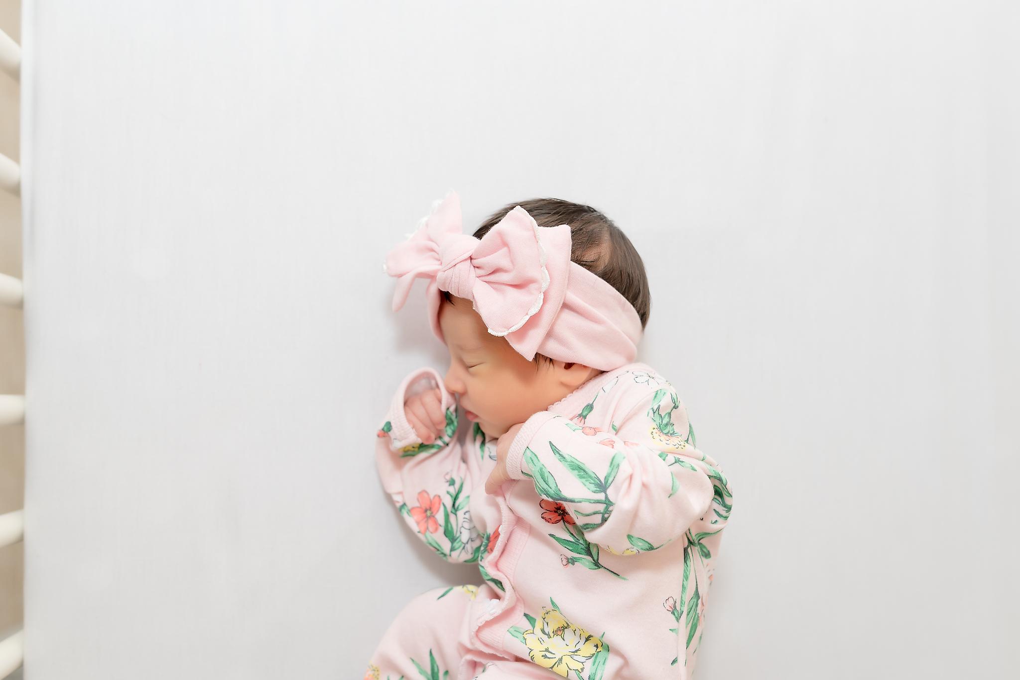 lifestyle newborn photographer in topeka ks