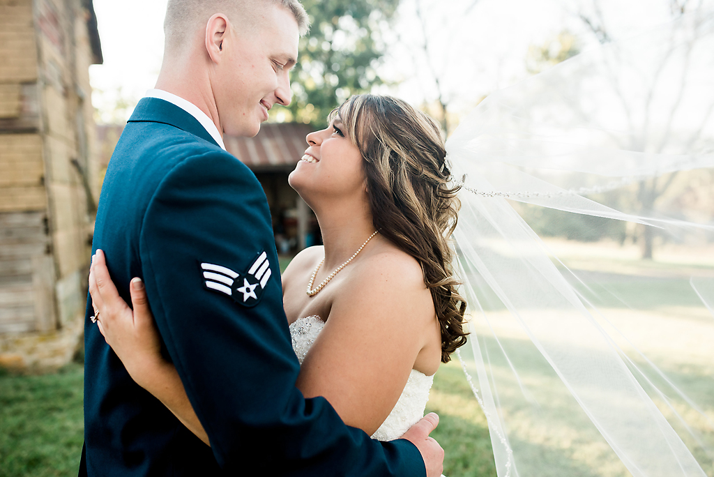 Bride and groom pictures Lawrence Kansas