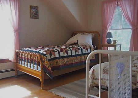 twinbedroom.jpg