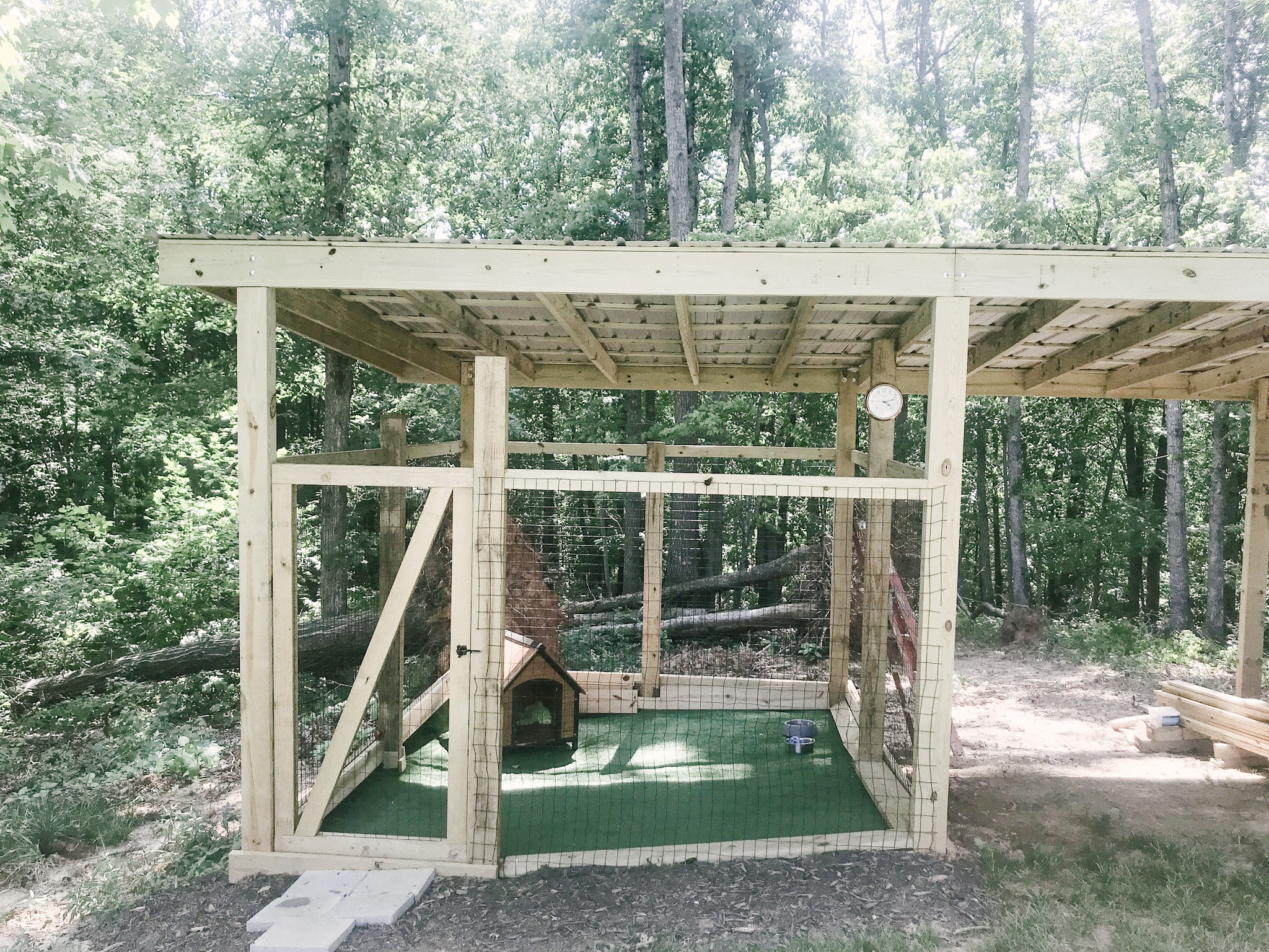 How to build an outdoor dog lot