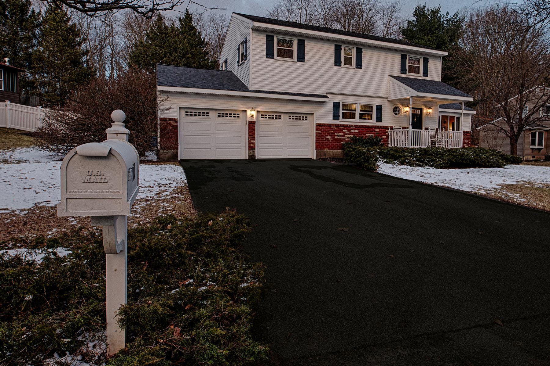001 EAP Maria Barr 10 Lexington Rd Saratoga Springs crest 26.jpg
