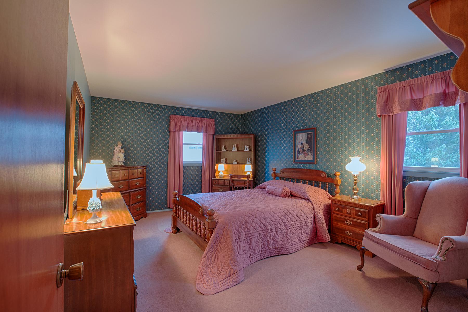 005 EAP Maria Barr 10 Lexington Rd Saratoga Springs crest 16.jpg