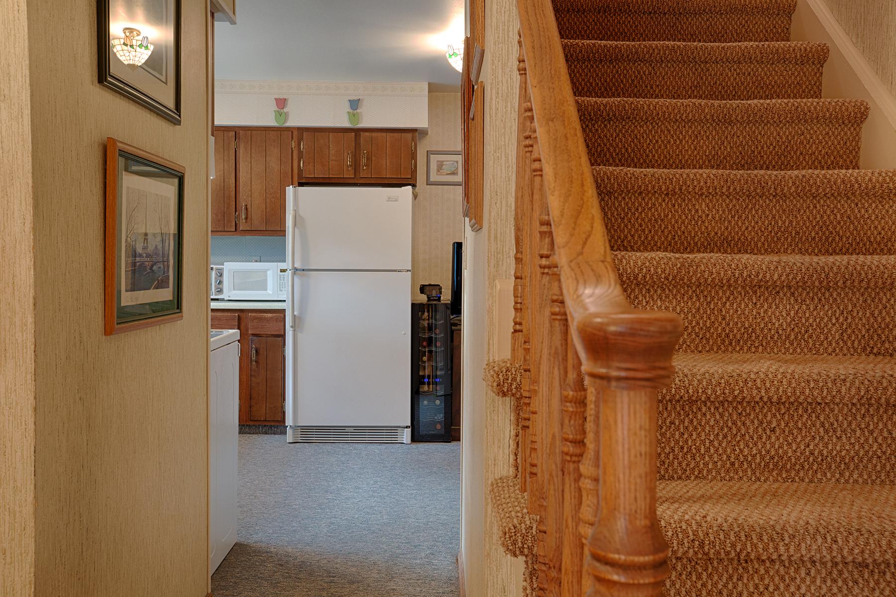 008 EAP Maria Barr 10 Lexington Rd Saratoga Springs crest 34.jpg