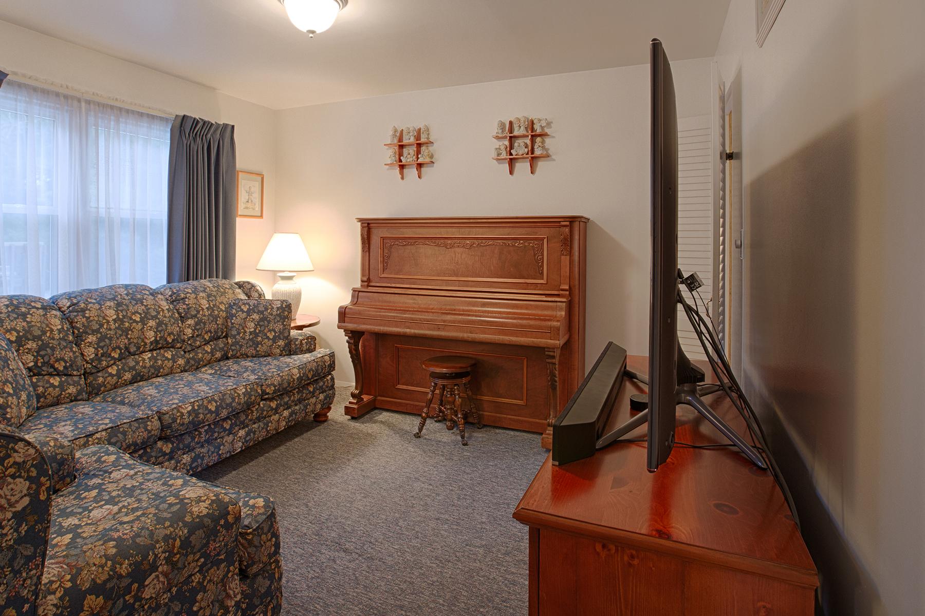 012 EAP Maria Barr 10 Lexington Rd Saratoga Springs crest 04.jpg