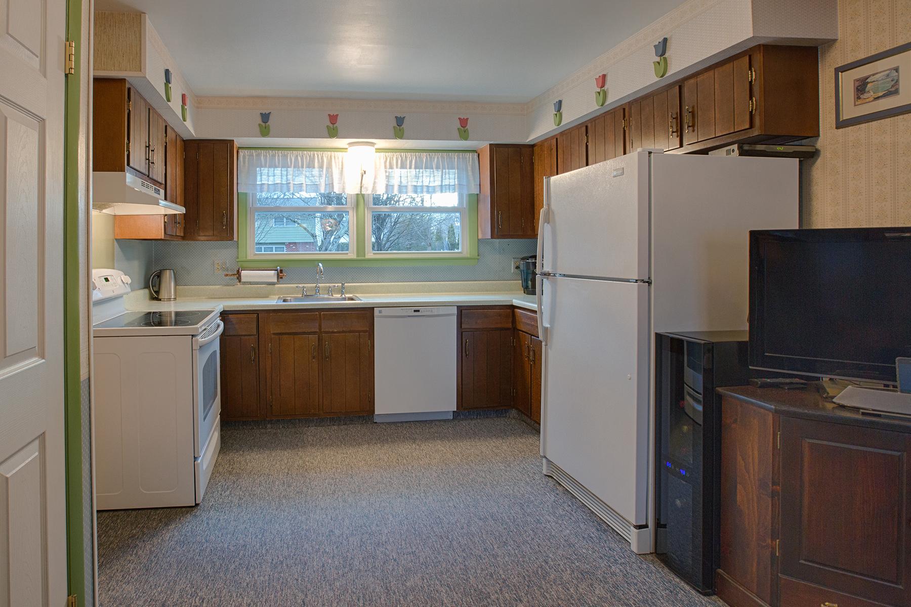 013 EAP Maria Barr 10 Lexington Rd Saratoga Springs crest 06.jpg