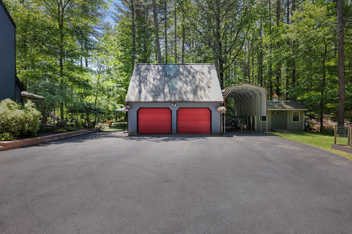 EAP Maria Barr 20 Taylor Rd 20190609 garage web-1.jpg
