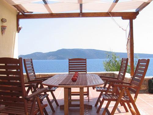 LRG-property-patio-dining-4.jpg