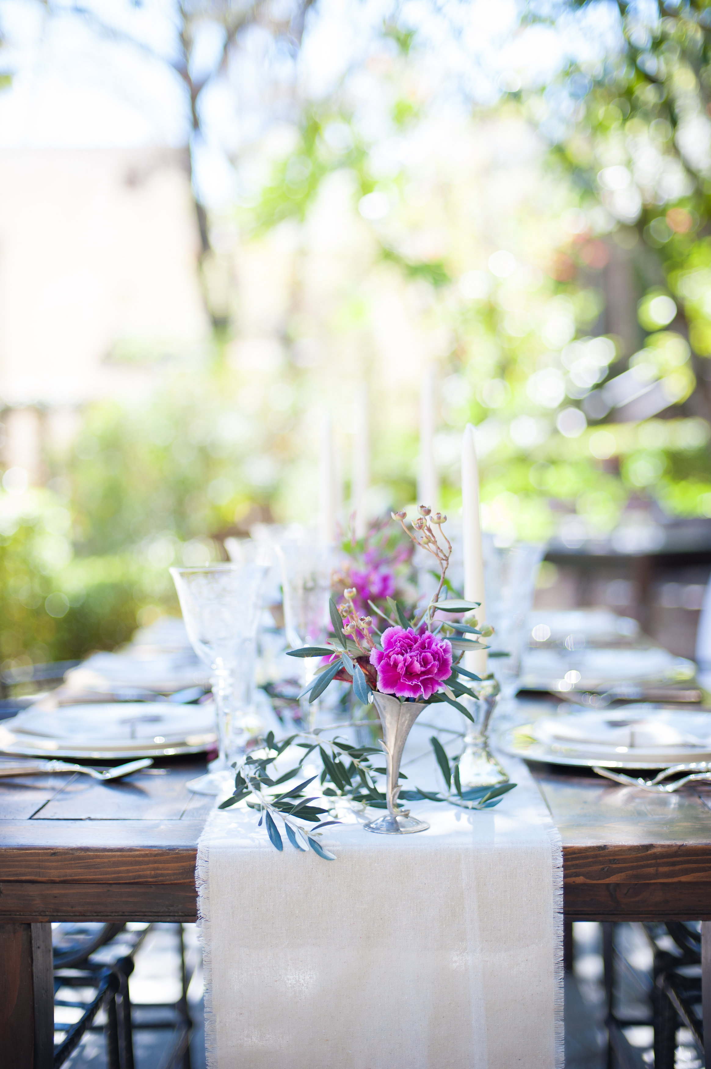 green-vase-emerald-flowers-wedding.jpg