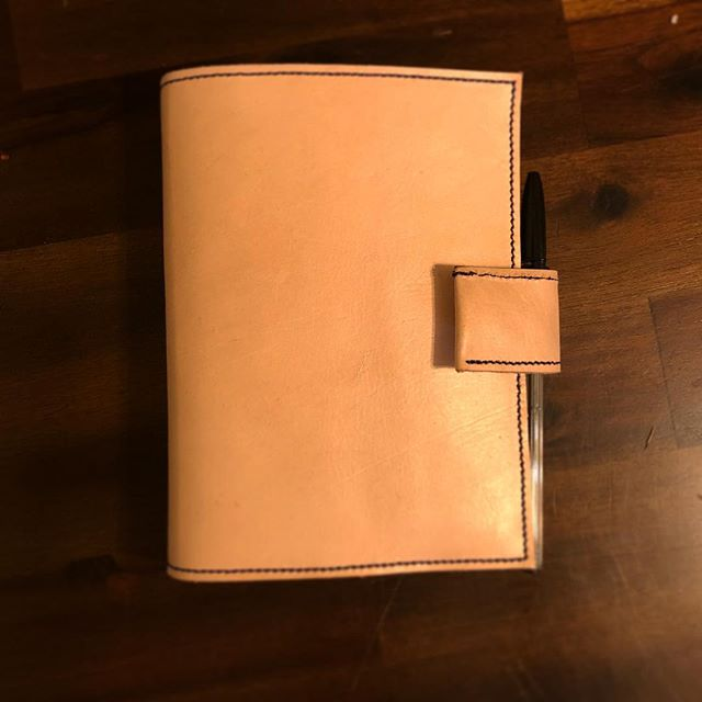 Love everything leather?! Well, treat yourself to a very nice leather notebook custom made by our craftsman, Isaac! We can even personalize it too! It also makes a perfect gift 😊 Simply contact us and we can go over how to create this just the way you will love it ⚒🖊📝 #⚒moderncobblery #leatherwork #leathernotebook #customizedgift #cobbler #sanmarcos #escondido #northcountysd #shoerepair #leatherrepair #smallbusiness #notebookstyle