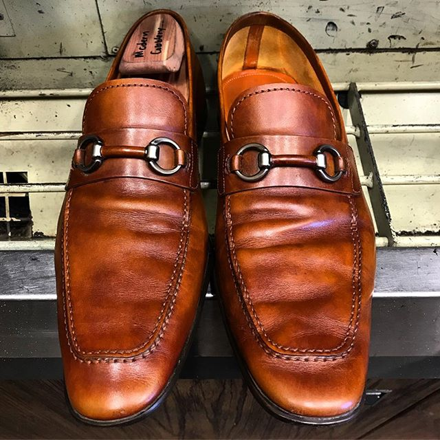 Look at the difference SHOE TREES can make! Help your shoes keep their form and last longer just by doing this! 👞🌳🥾👟👠🥿⚒ #moderncobblery #shoetrees #shoerepair #cobbler #cobblertools #smallbusiness #sandiego #sanmarcos #northcountysd #shoecare #shoecaresolution #shoesaddict