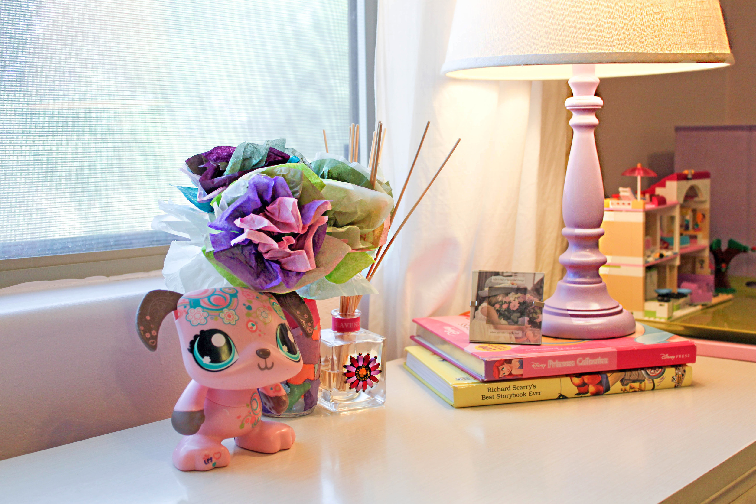 girls room accessories and lavender lamp
