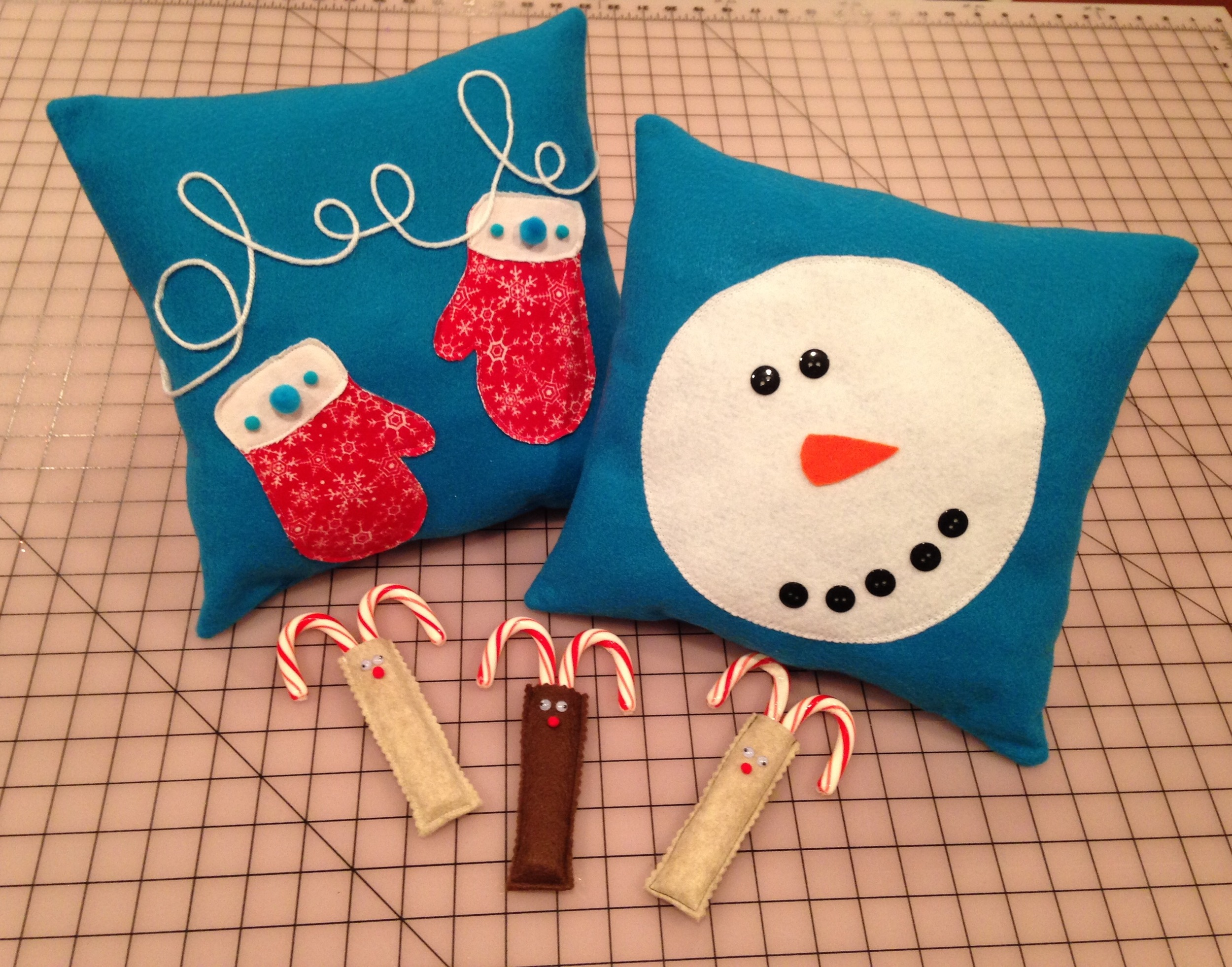 Snowmen, mittens, reindeer and candy canes - Is there anything more Christmas-y than that!?
