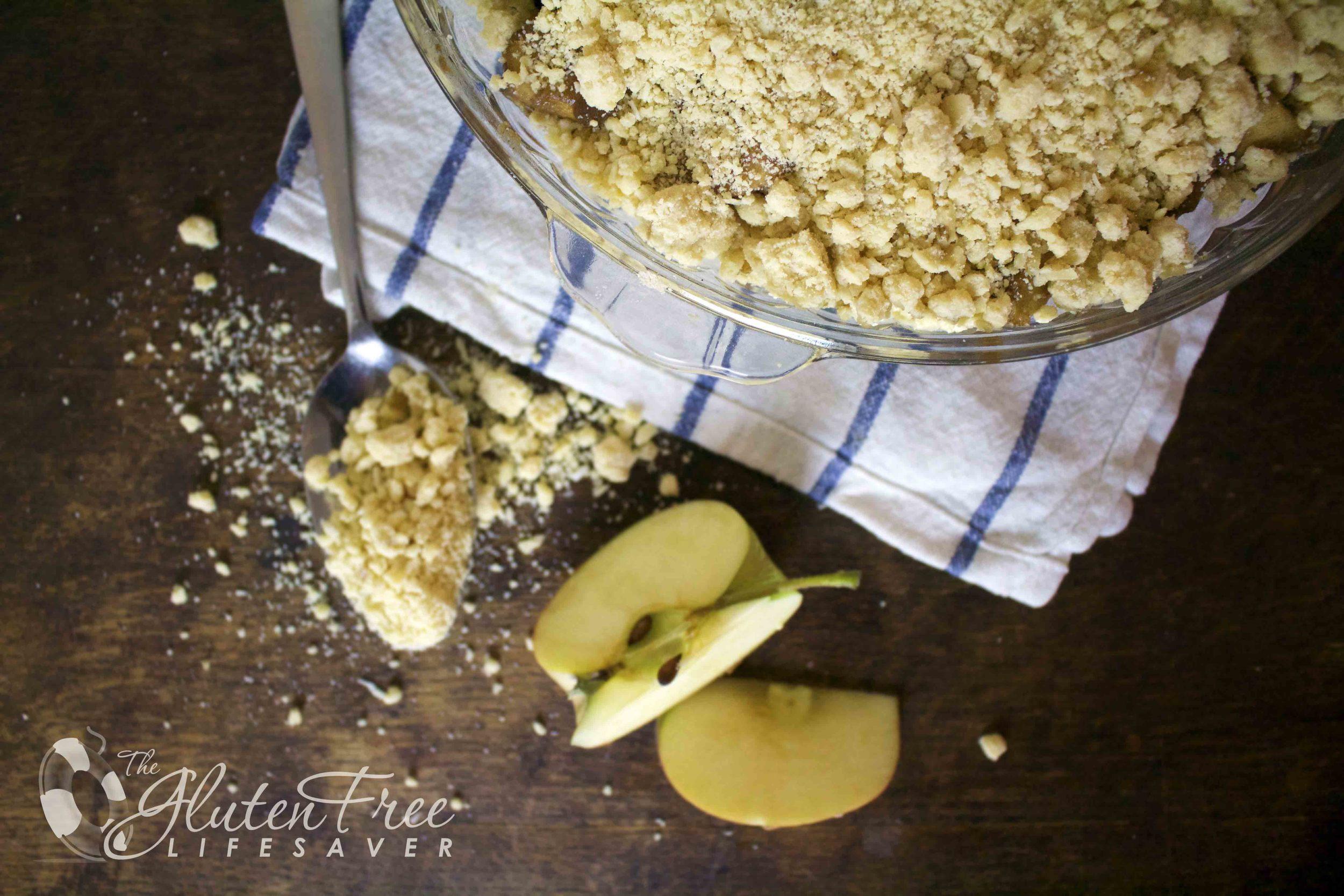 glutenfri eple og blåbær crumble med kokosnøtt