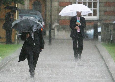 image source:http://i.dailymail.co.uk/i/pix/2007/07_02/weatherPA2007_468x334.jpg