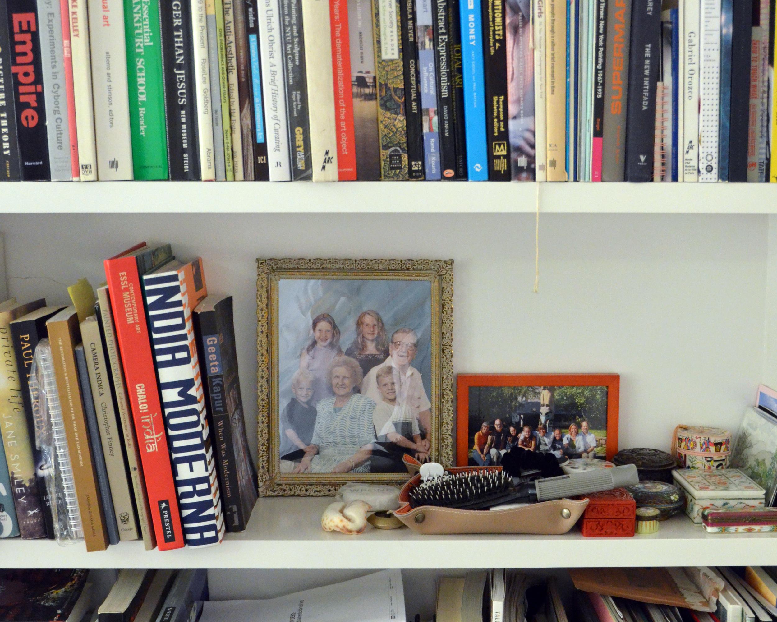 family-photos-on-shelf2.jpg