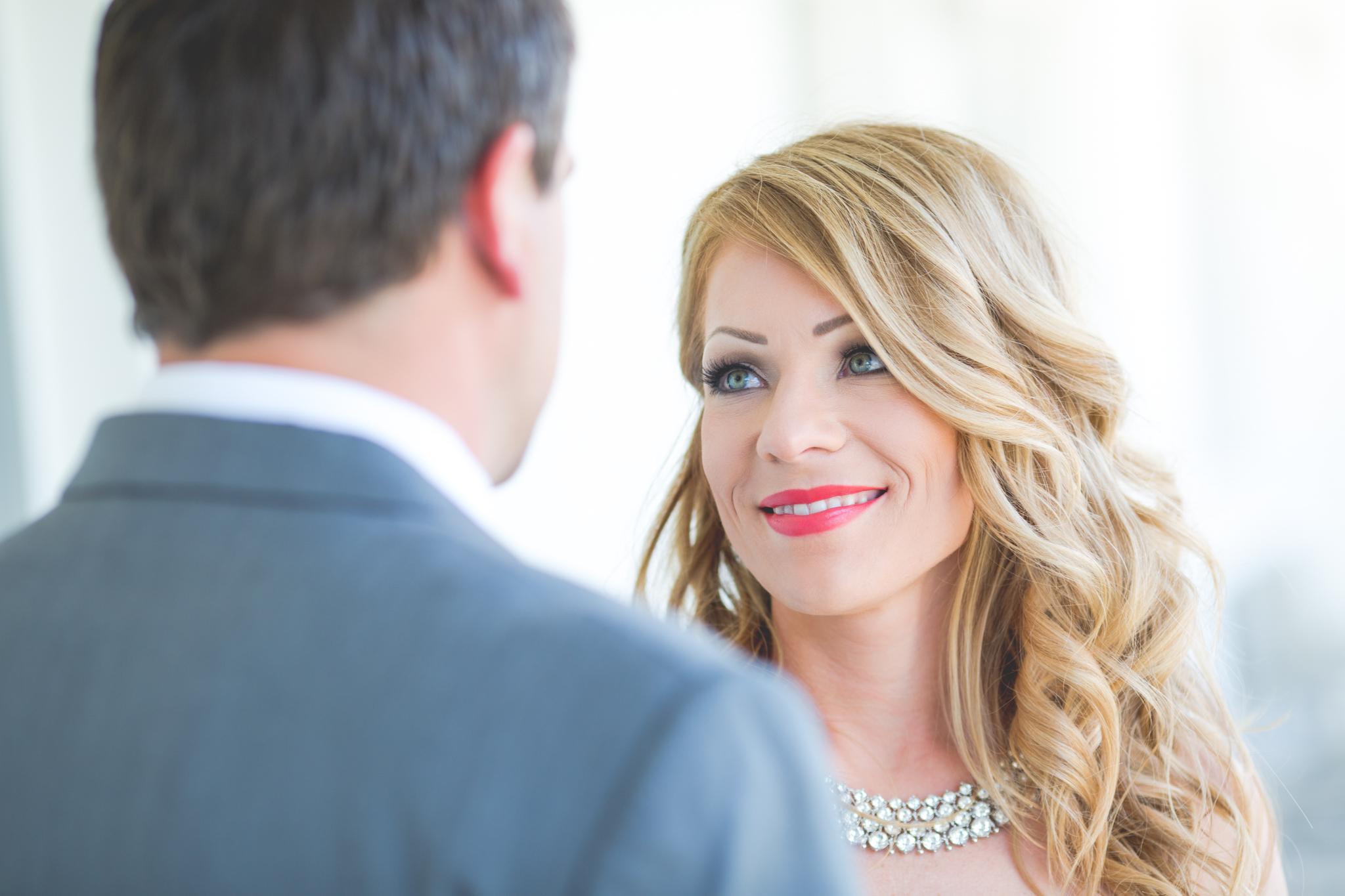 scottsdale-wedding-photographer-el-dorado-andrea-first-look-smiling