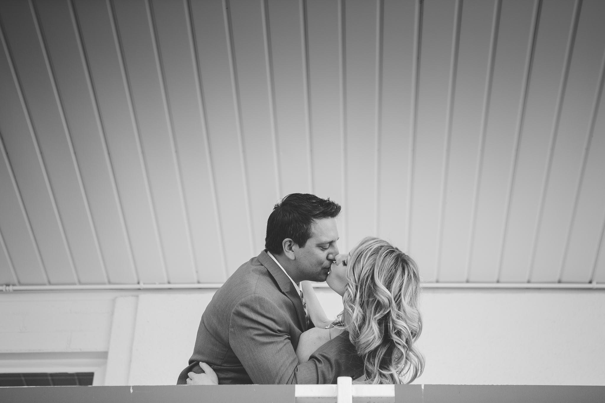 scottsdale-wedding-photographer-el-dorado-black-and-white-bride-groom-kiss