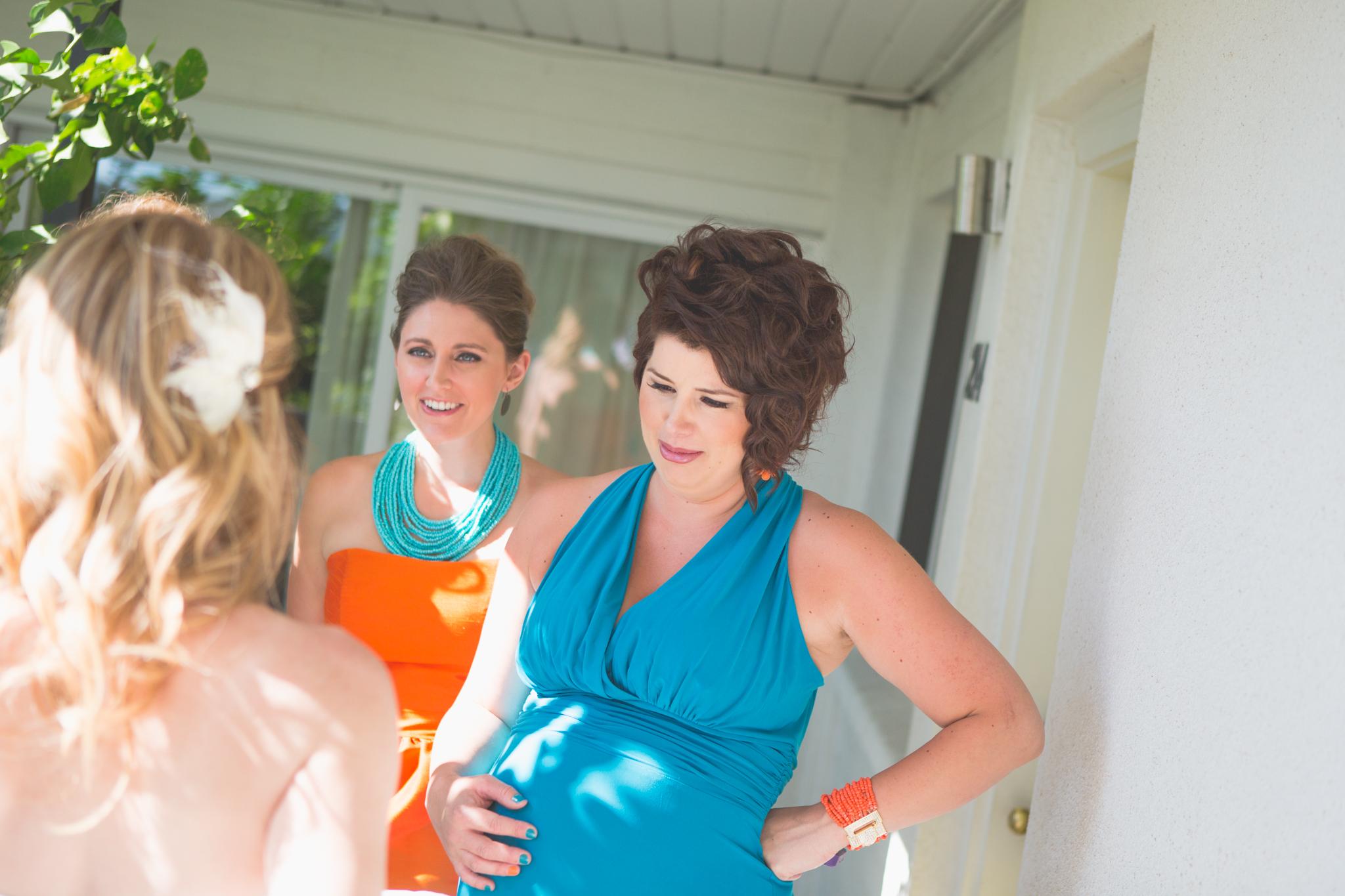 scottsdale-wedding-photographer-el-dorado-bridesmaids-look-at-dress