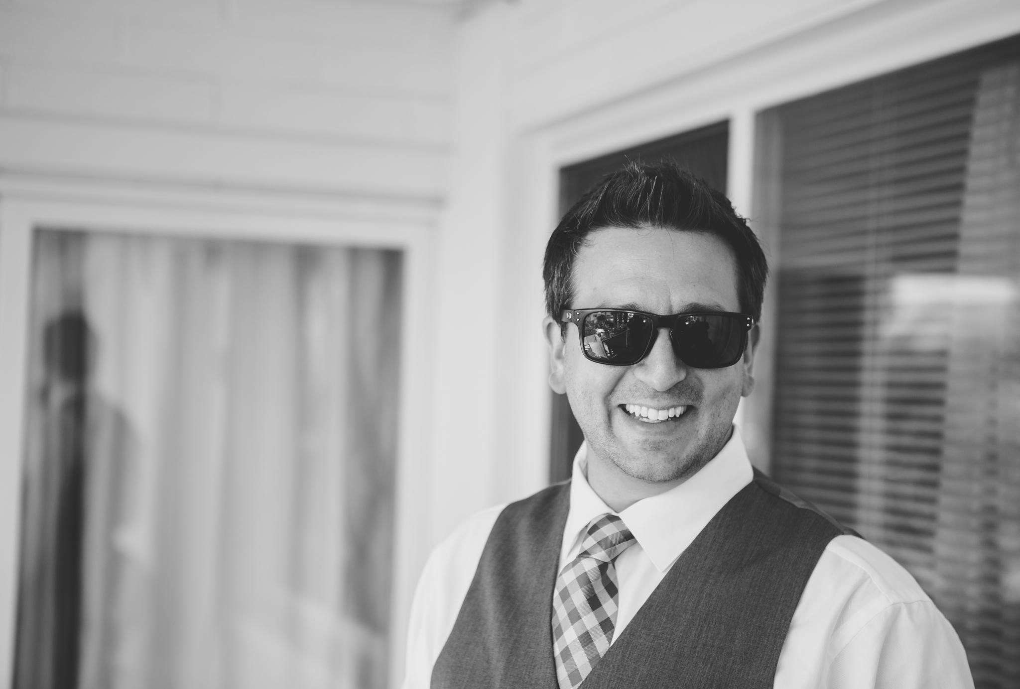 scottsdale-wedding-photographer-el-dorado-groom-hanging-out