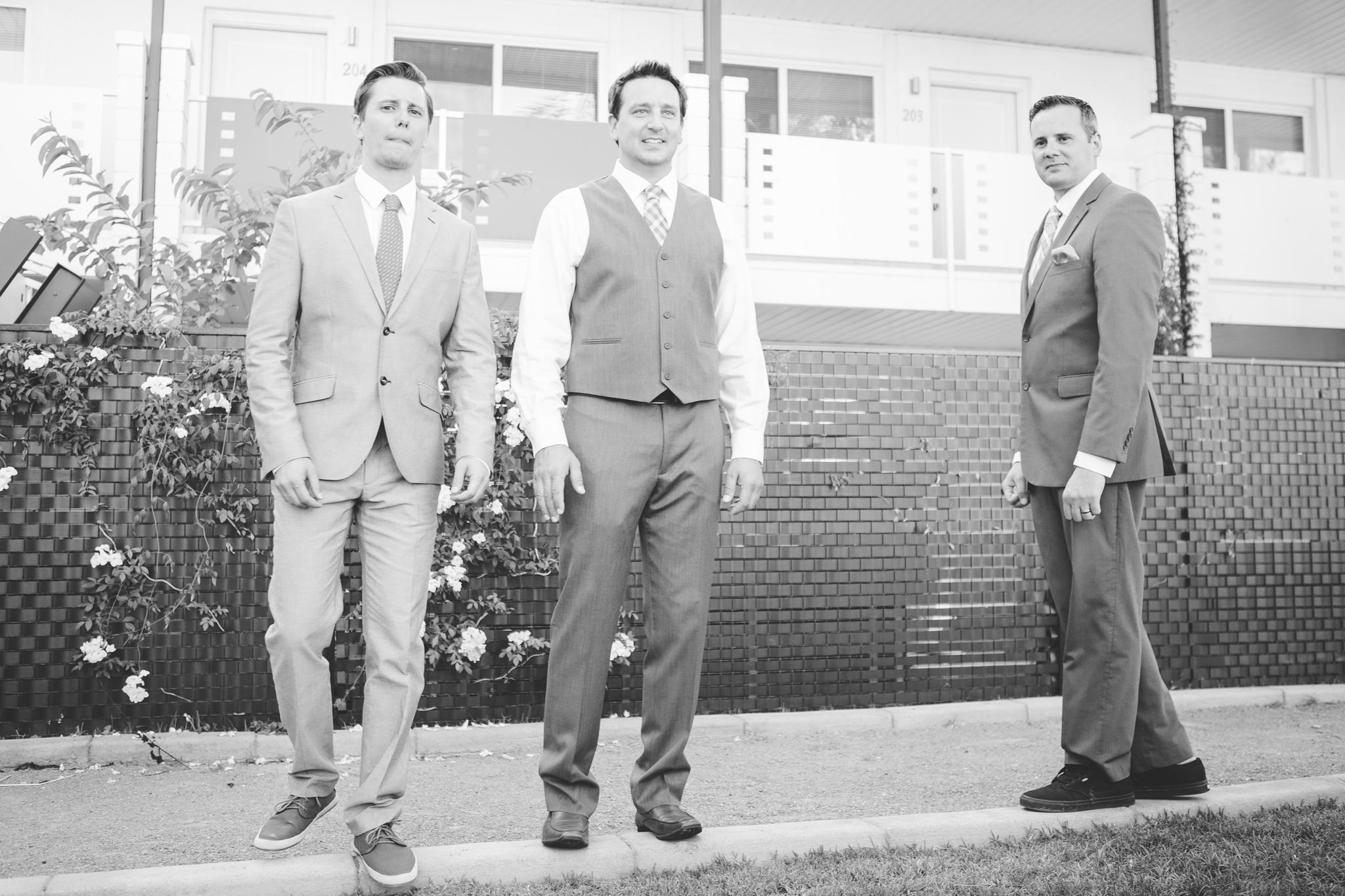 scottsdale-wedding-photographer-el-dorado-groom-brothers-candid