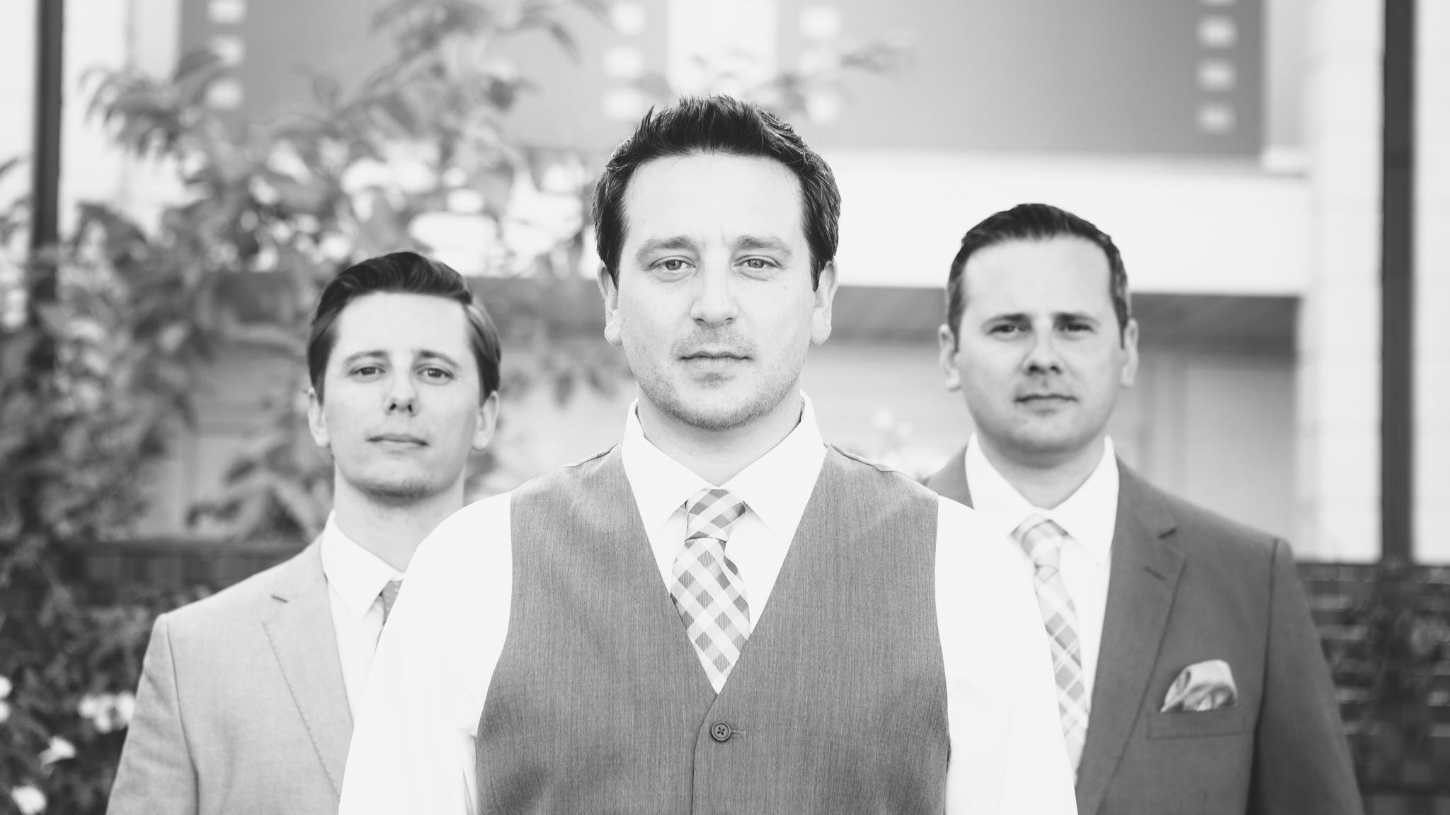 scottsdale-wedding-photographer-el-dorado-groom-brothers-epic-black-and-white