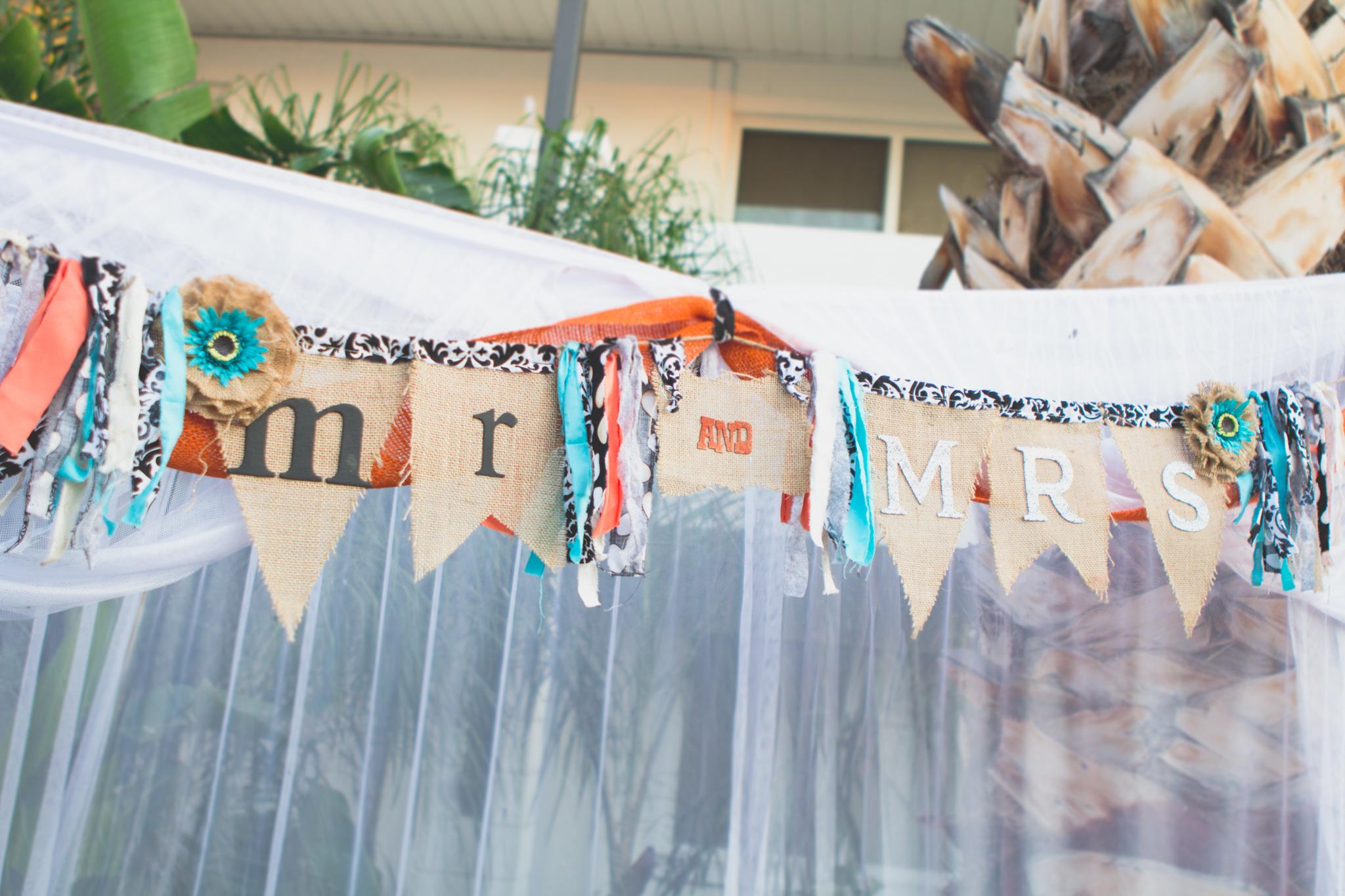 arizona-wedding-photography-mr-and-mrs-sign
