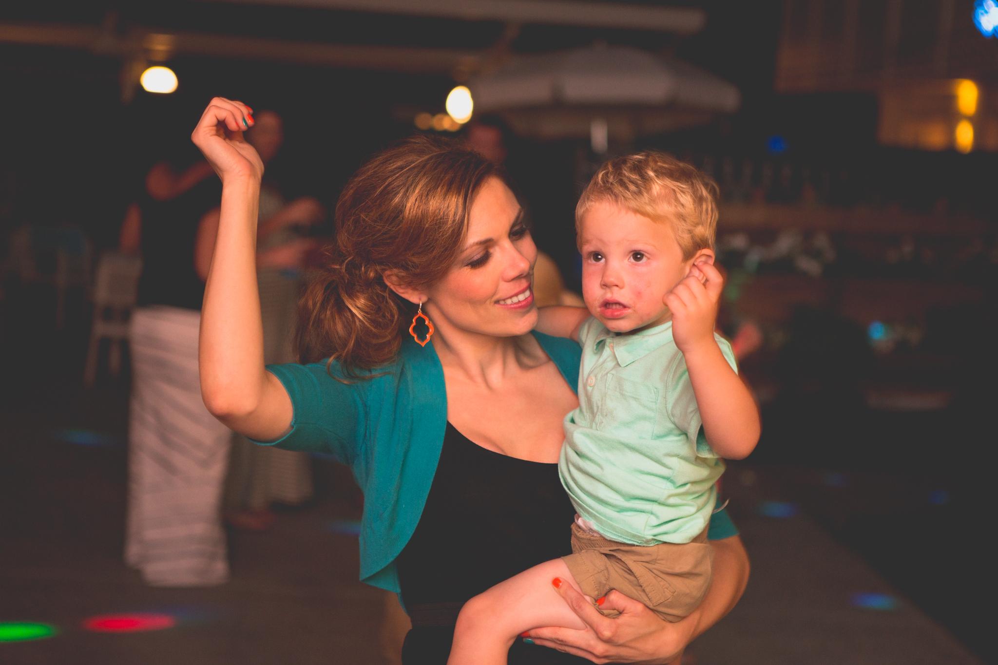 as-wedding-photo-mom-son-ole-dance