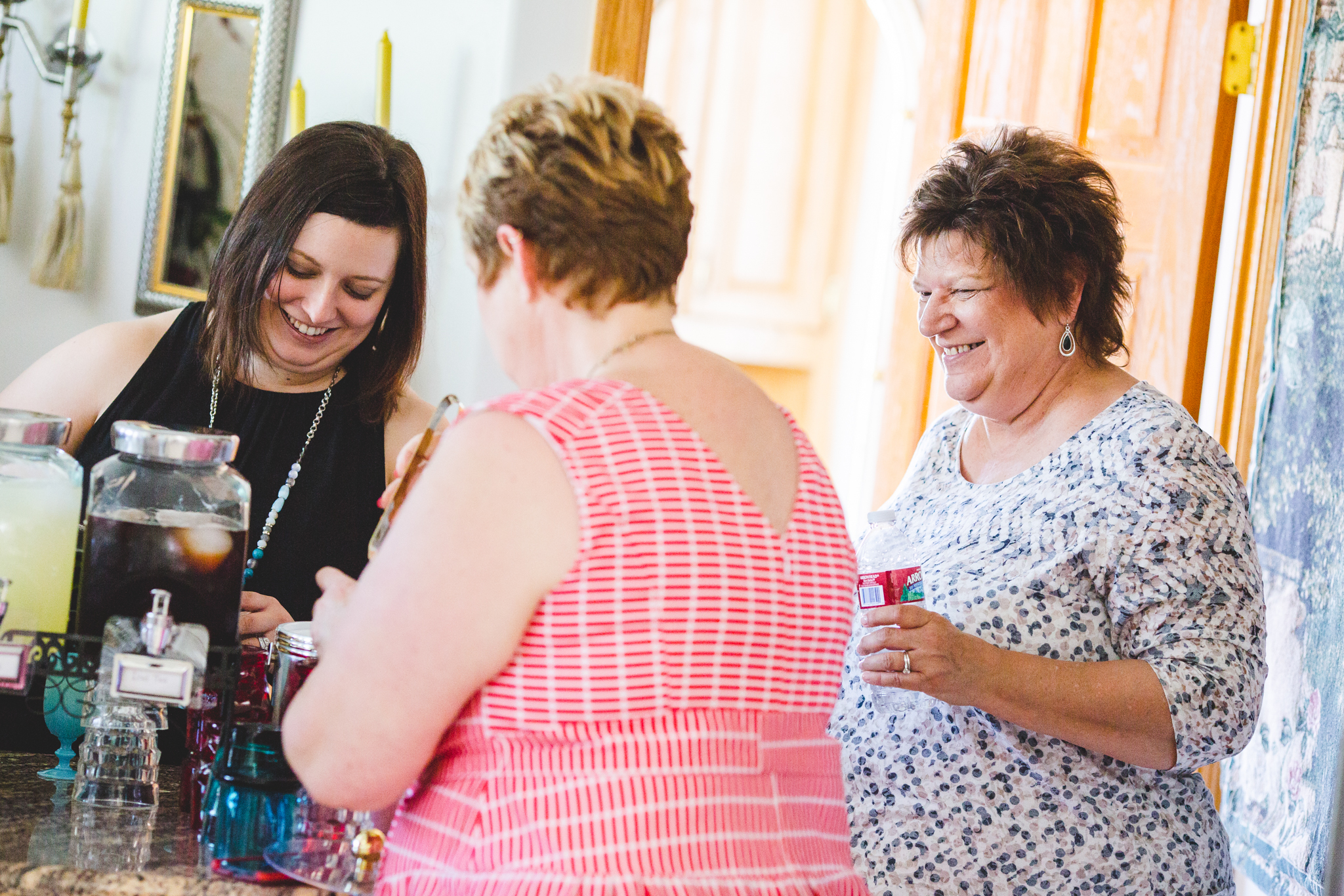 tiffany-bridal-shower-pouring-drinks