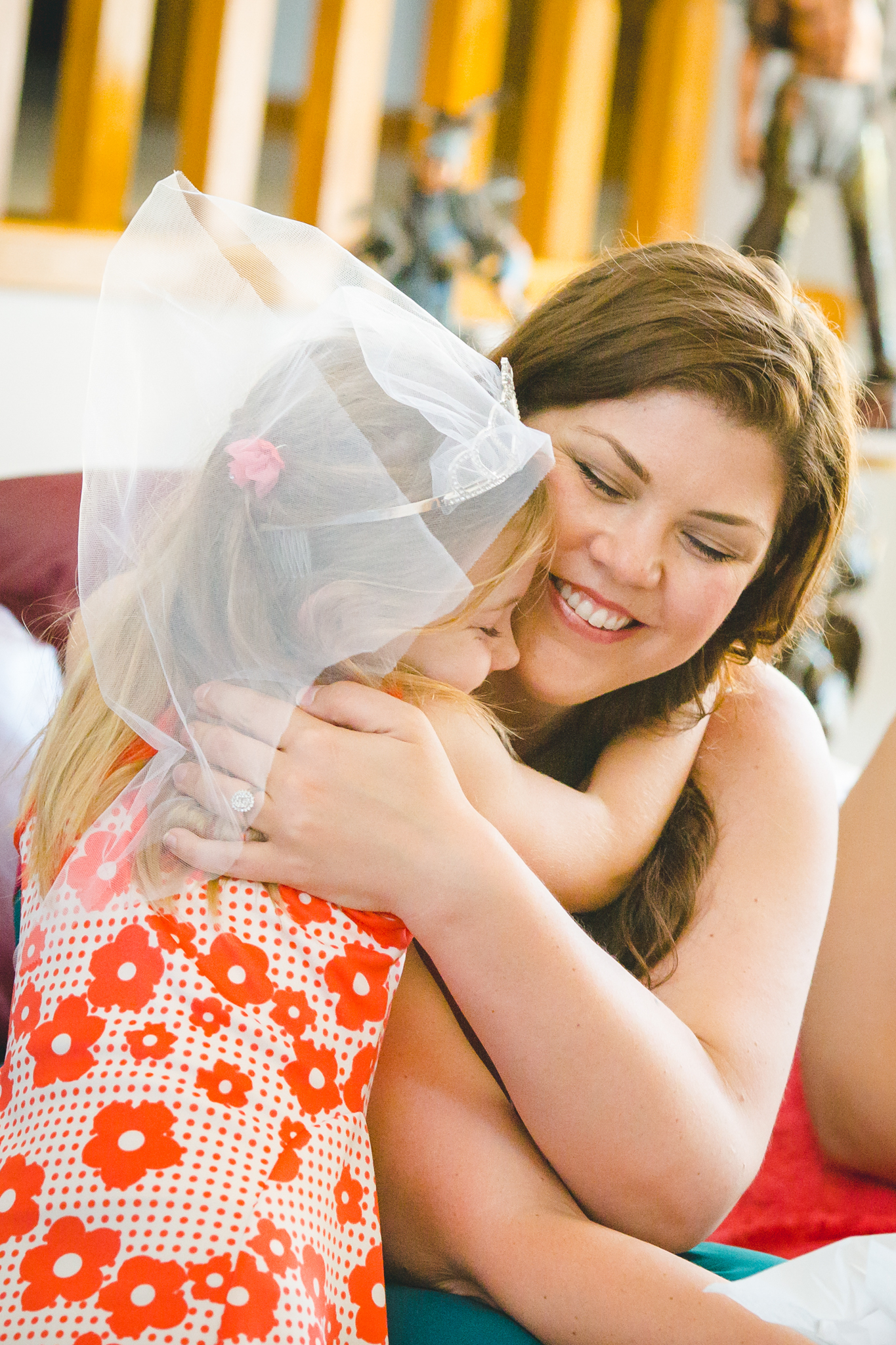 phoenix-photography-tiffany-bridal-shower-sweet-hug-with-niece