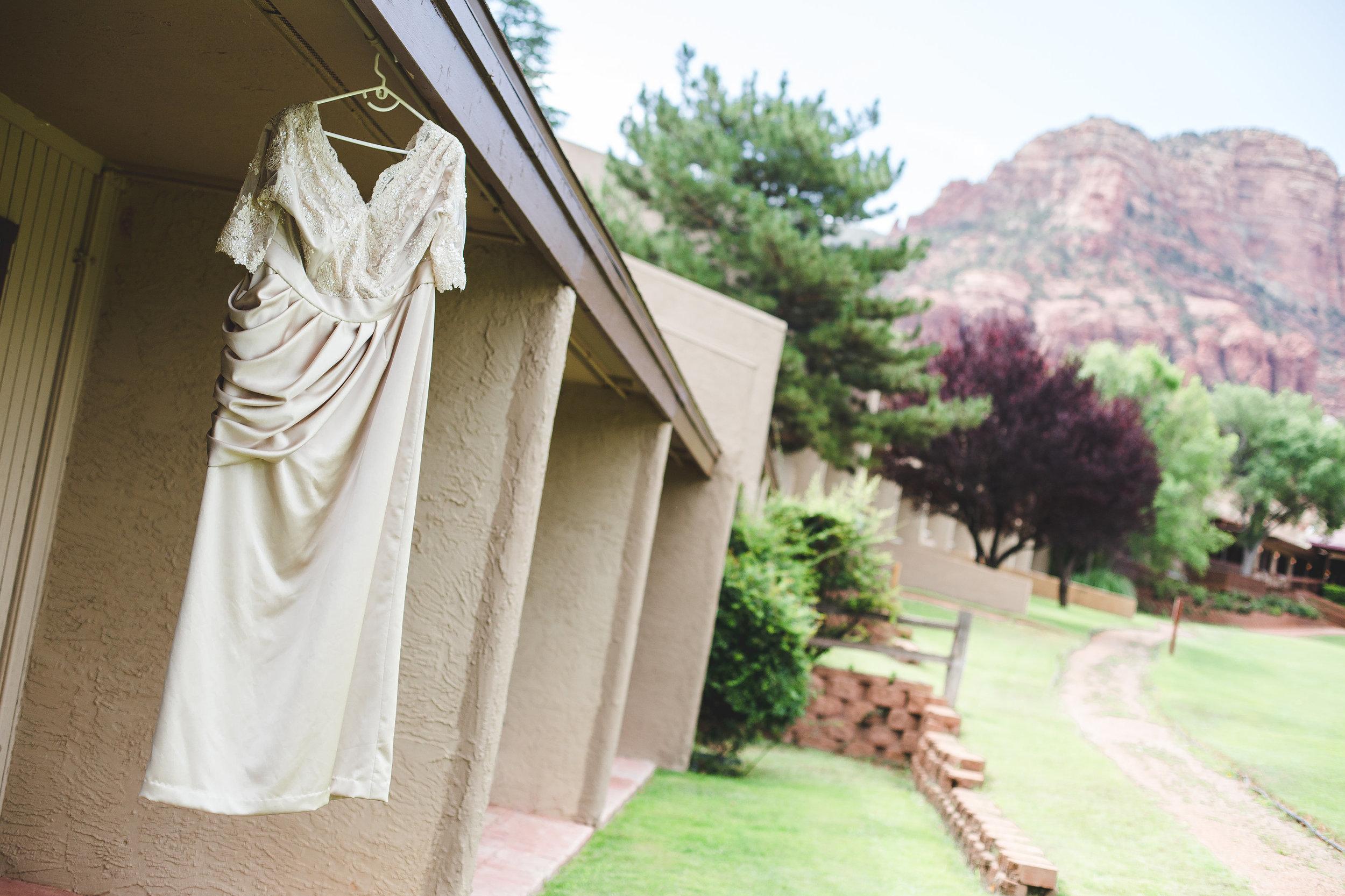 sedona-wedding-photography-dress-hanging-red-rocks