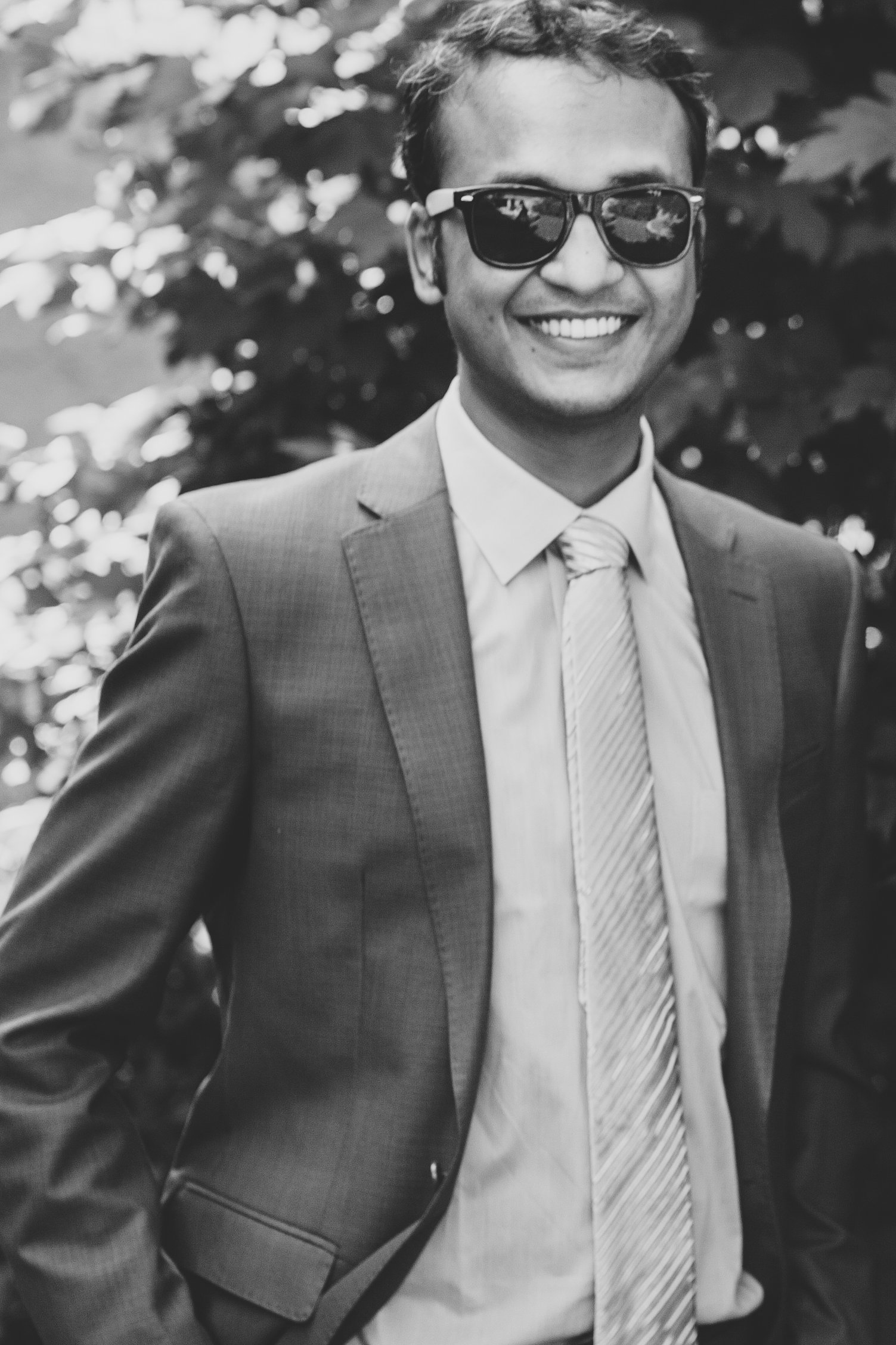 groom-smiling-black-and-white-karthik
