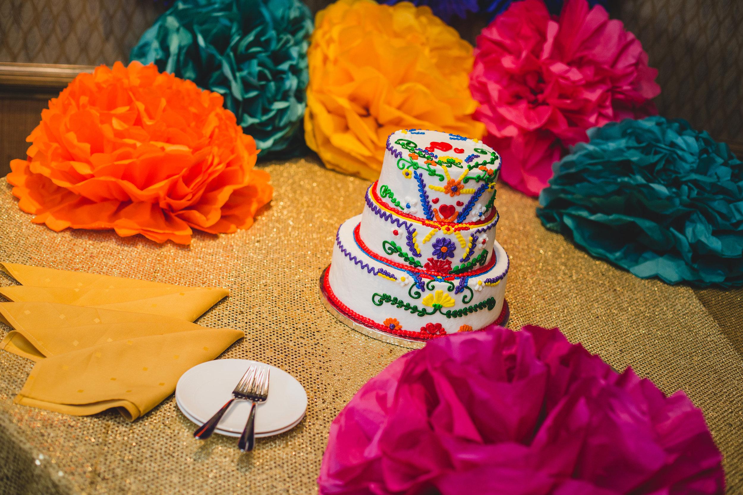 phoenix-wedding-photographer-cake-shot-colorful