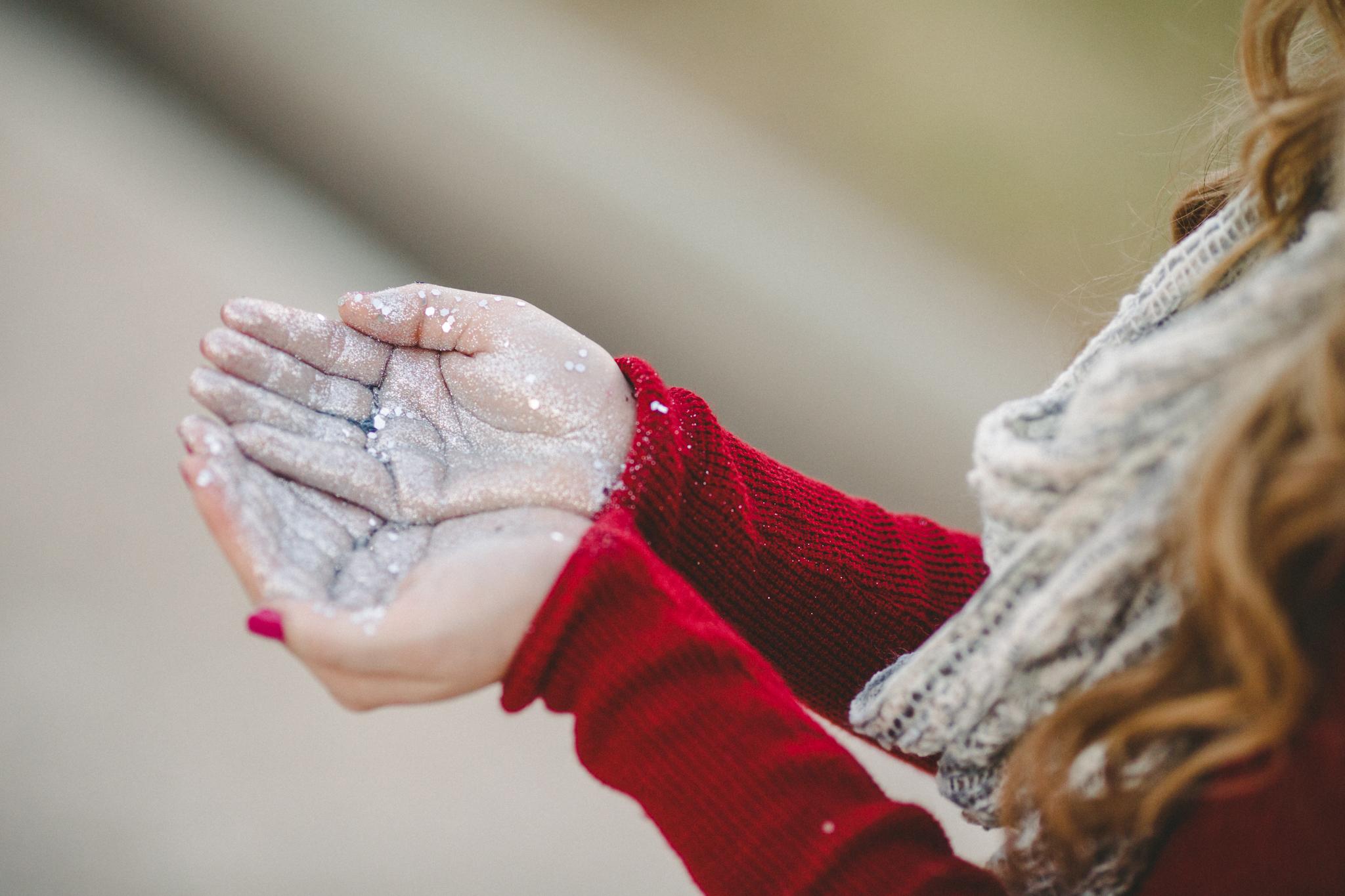 glitter hands desi