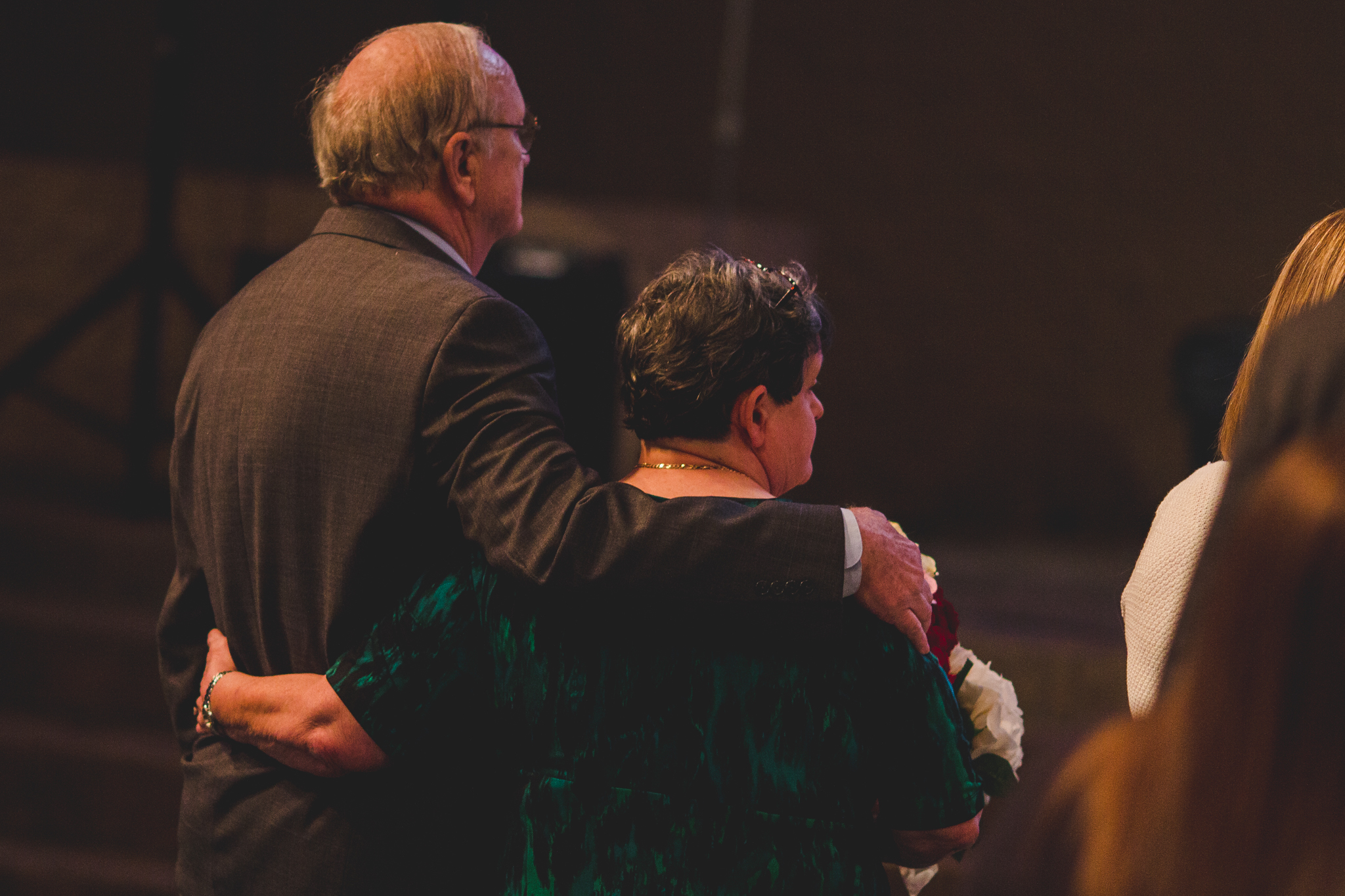 rs aunt puts arm around husband during ceremony