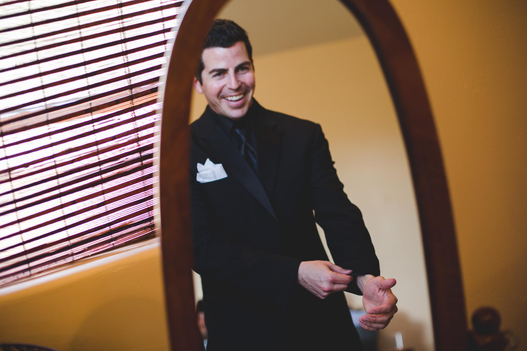 groom smiling in mirror phoenix wedding photography mj