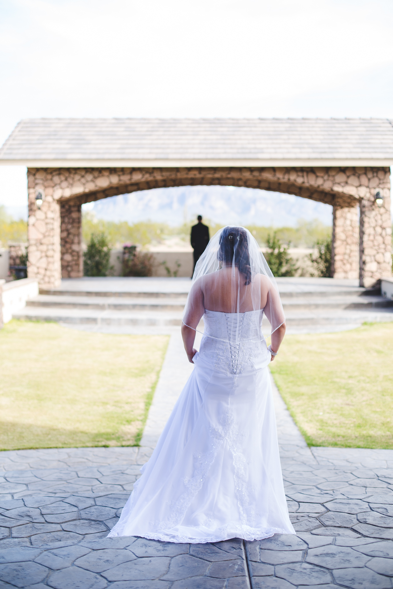 bride arriving for first look superstition manor mj