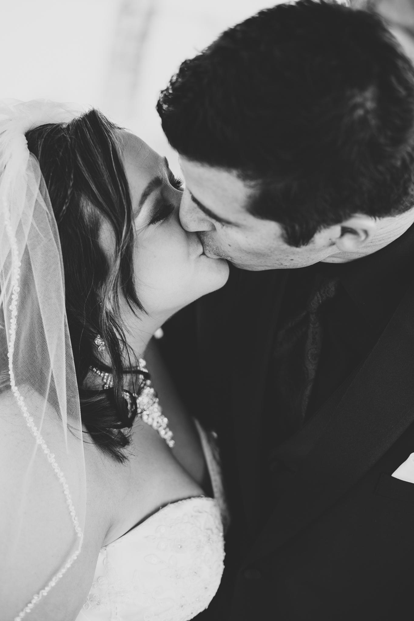 bw bride groom kissing first look mj