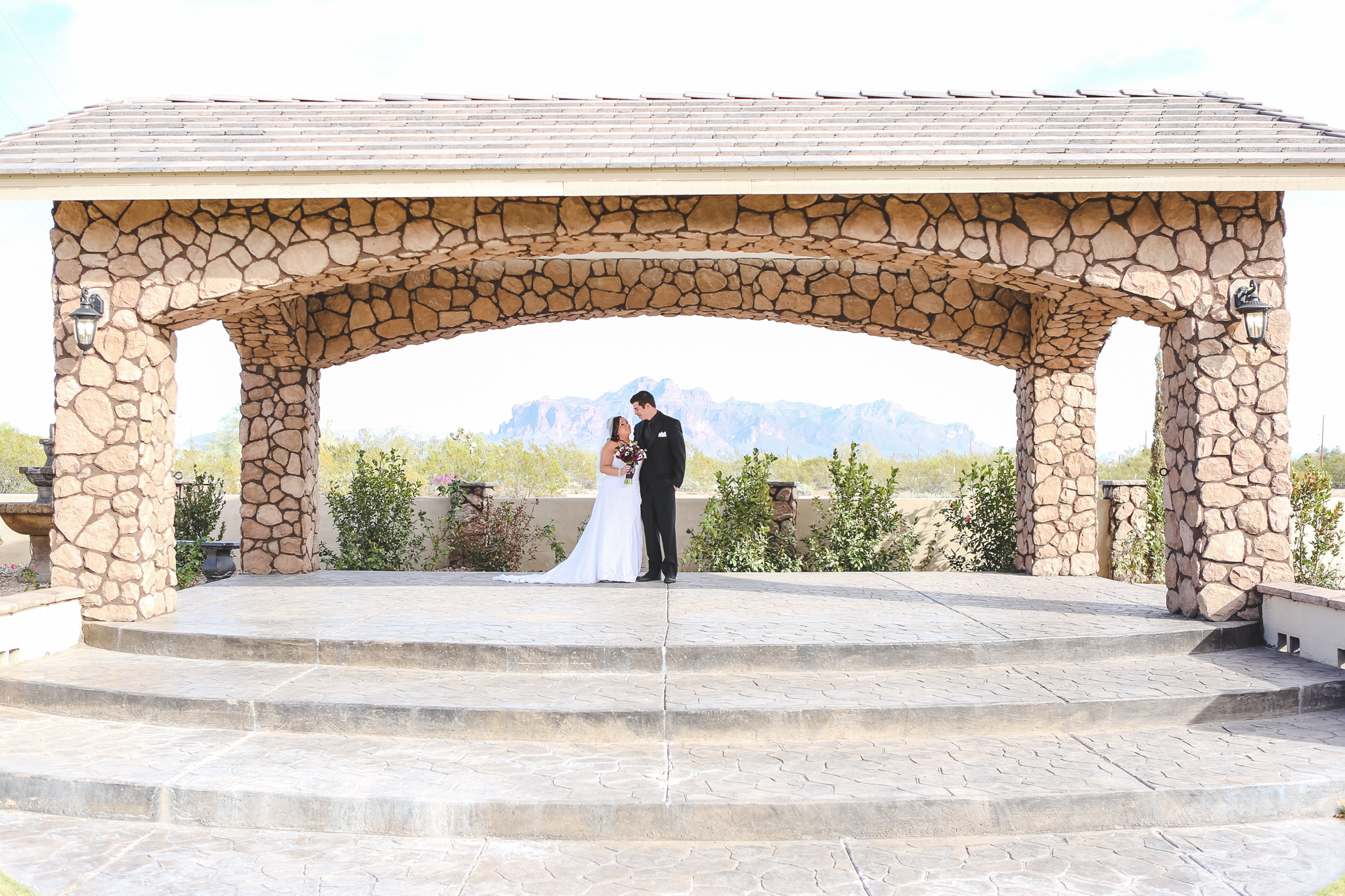 bride groom superstition manor superstition mountains first look mj