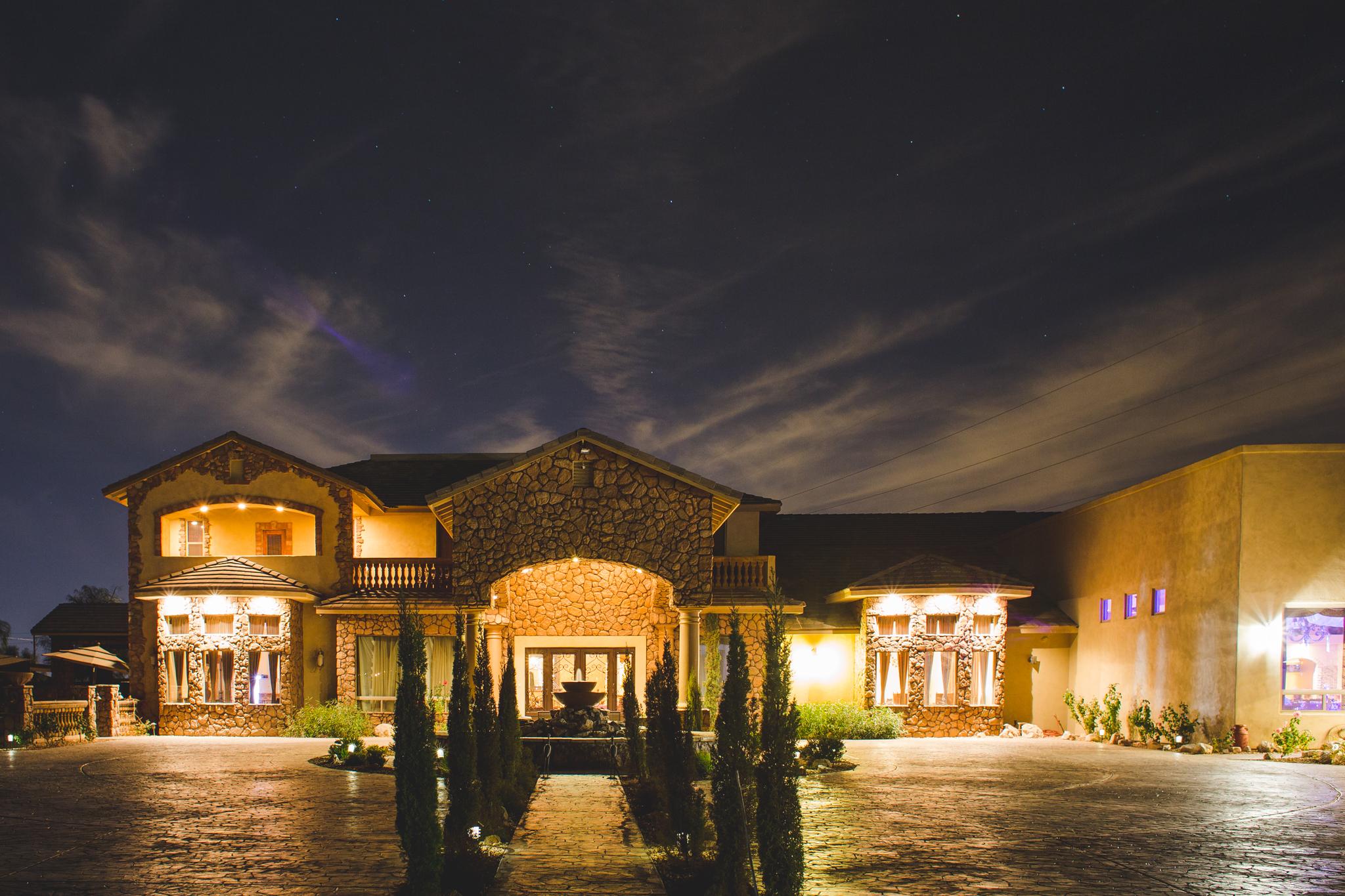 aaron kjes photography superstition manor at night wedding venue stars mj