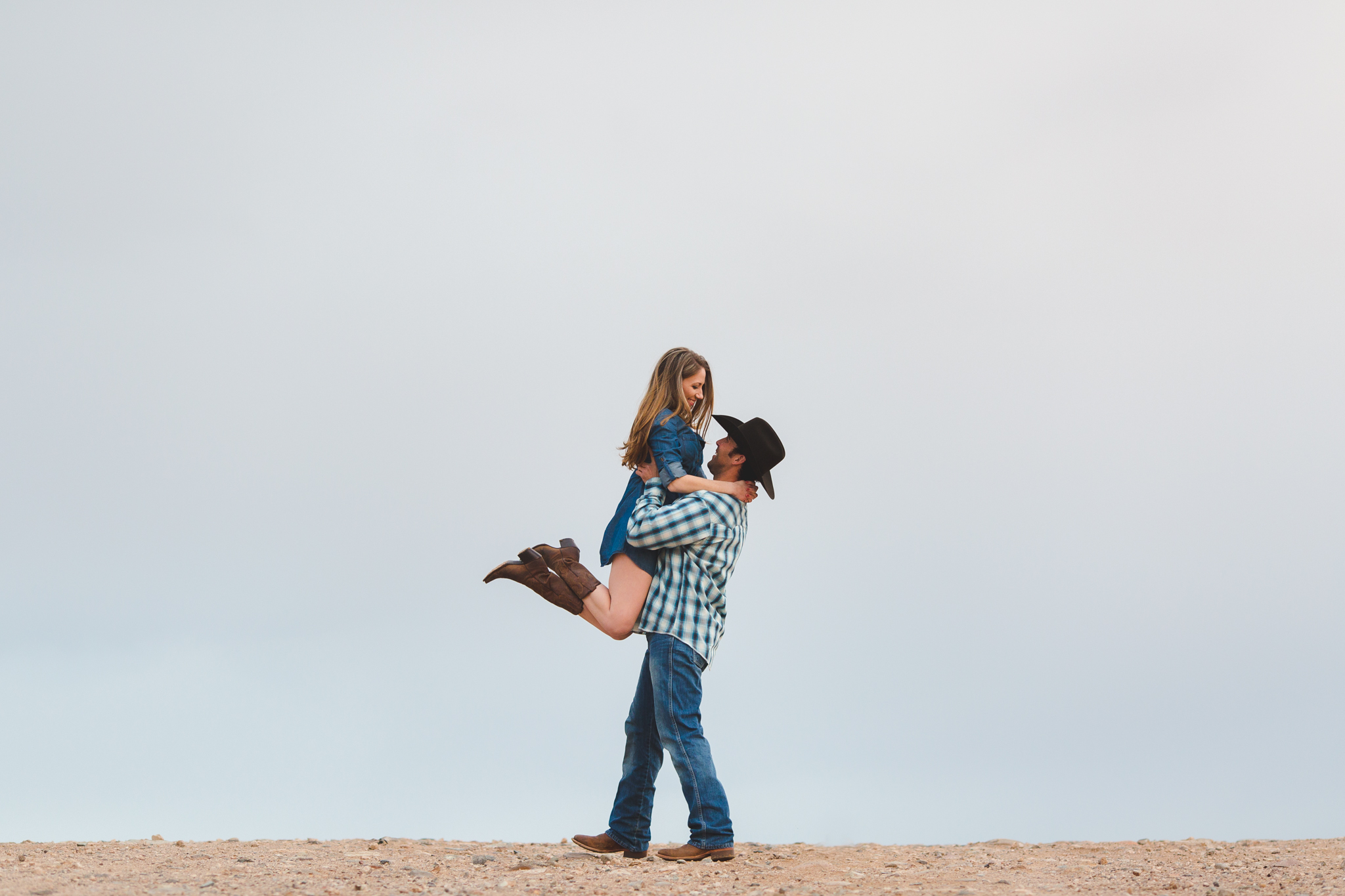 aaron-kes-photography-arizona-desert-engagement-session-julie-matt-blog13.jpg