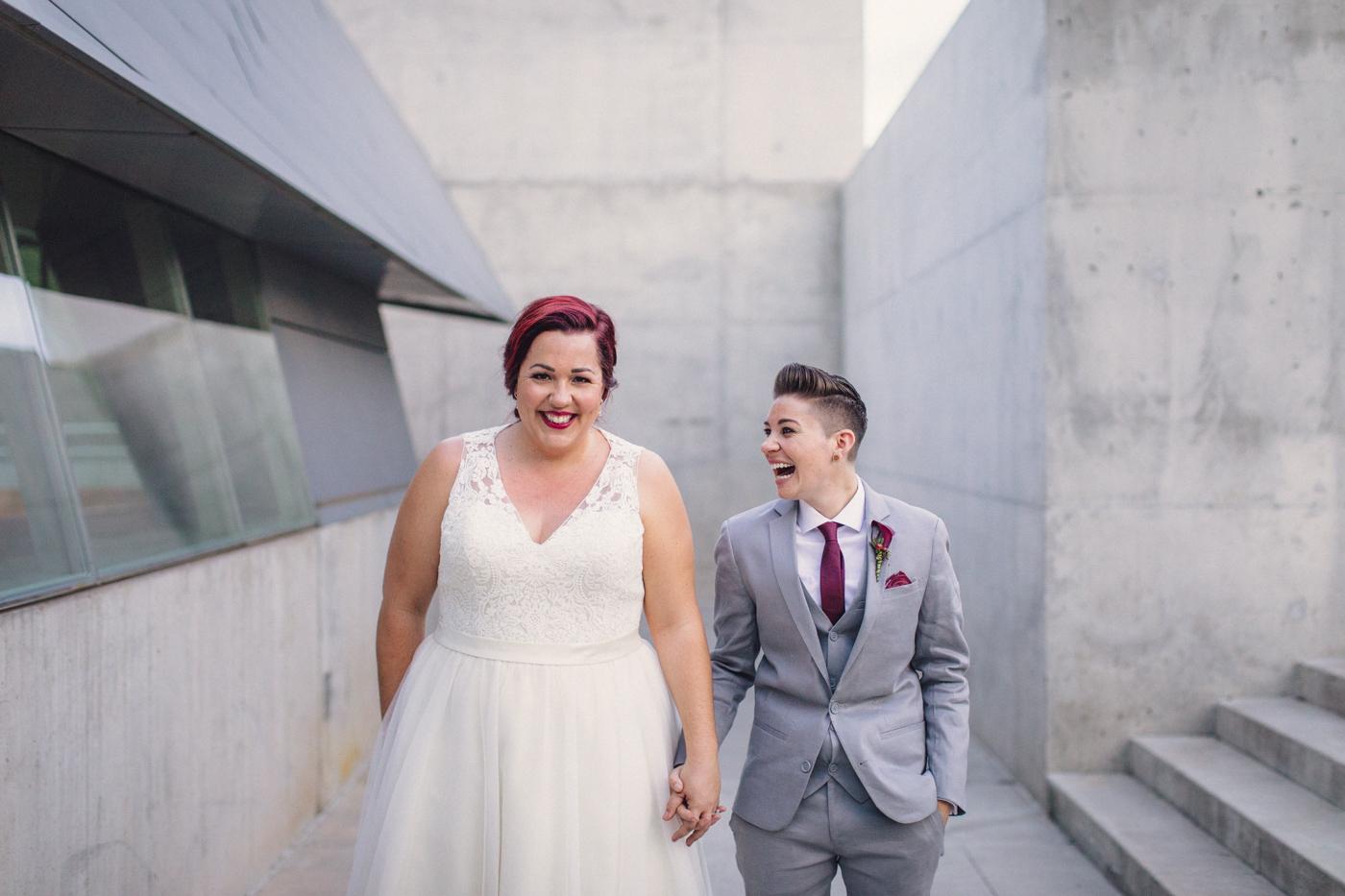 fun-laughin-wedding-photo-aaron-kes