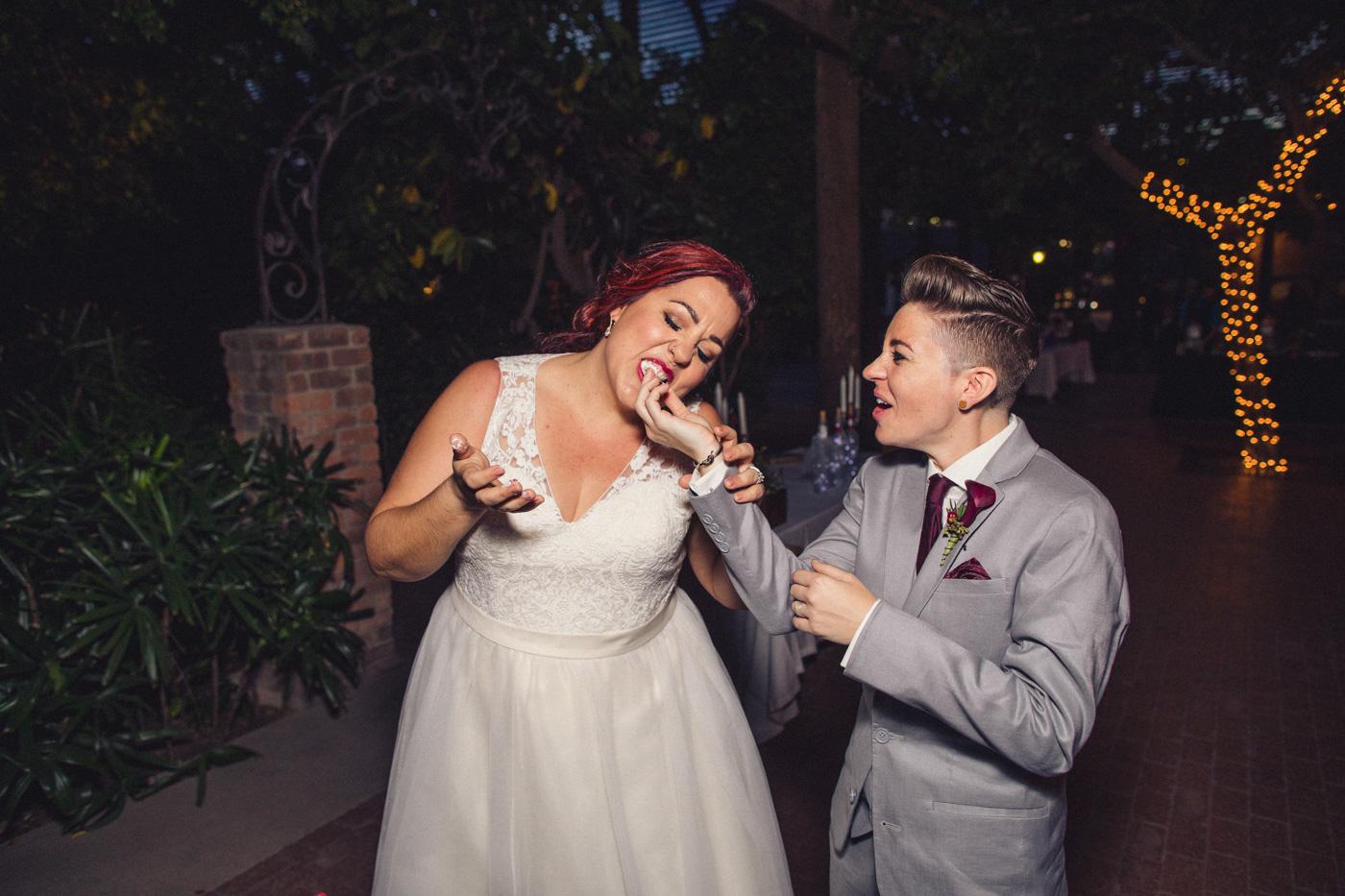 aaron-kes-photography-cake-feeding-wedding-photo