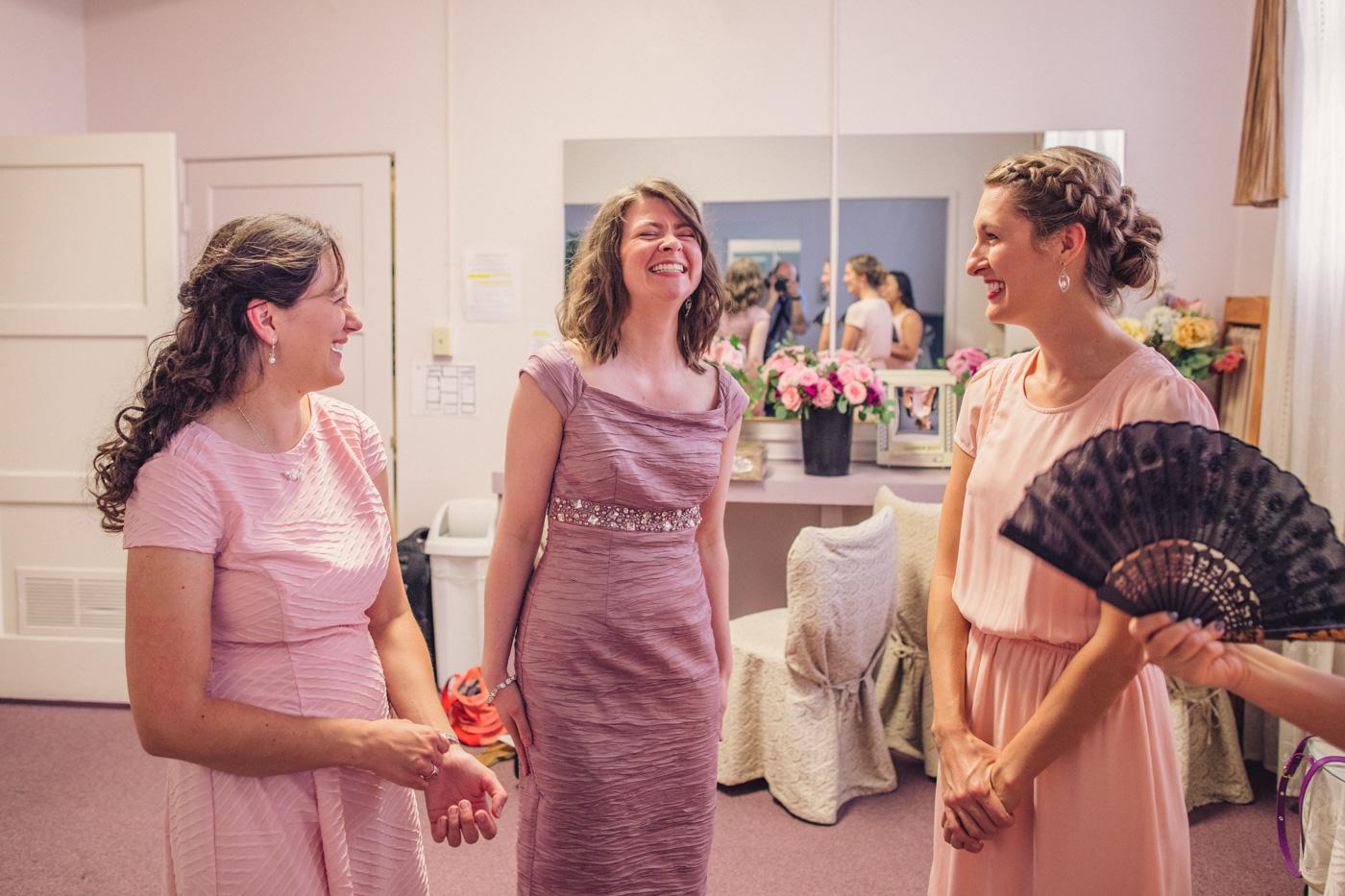 happy-laughing-bridesmaids